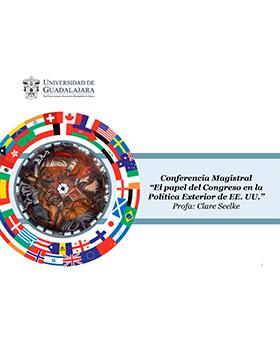 Cartel de invitación a la conferencia magistral: El papel del Congreso en la Política Exterior de EE.UU; que Imparte la Profa. Clare Seelke, el 24 de agosto a las 11:00 horas, en el Patio de Columnas del MUSA.