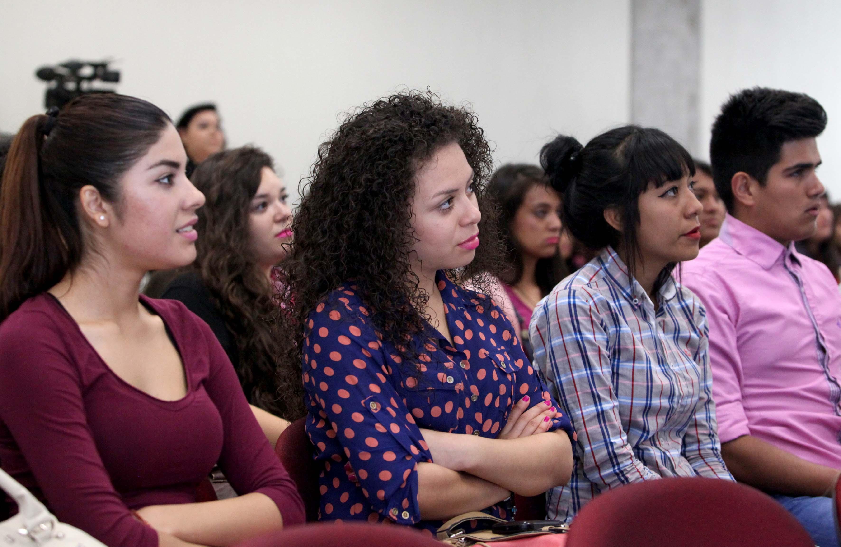 Asistentes a la conferencia del dia internacional de la mujer