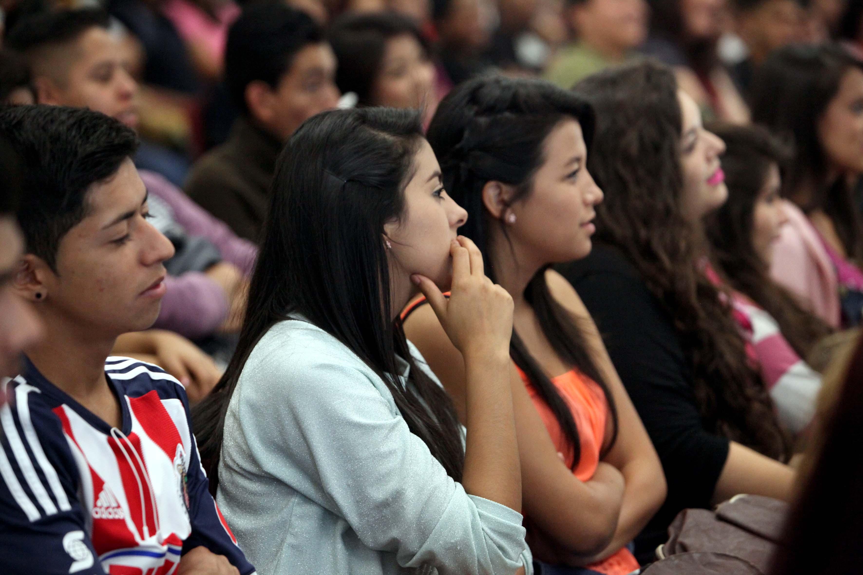 Estudiantes participantes en la conferencia