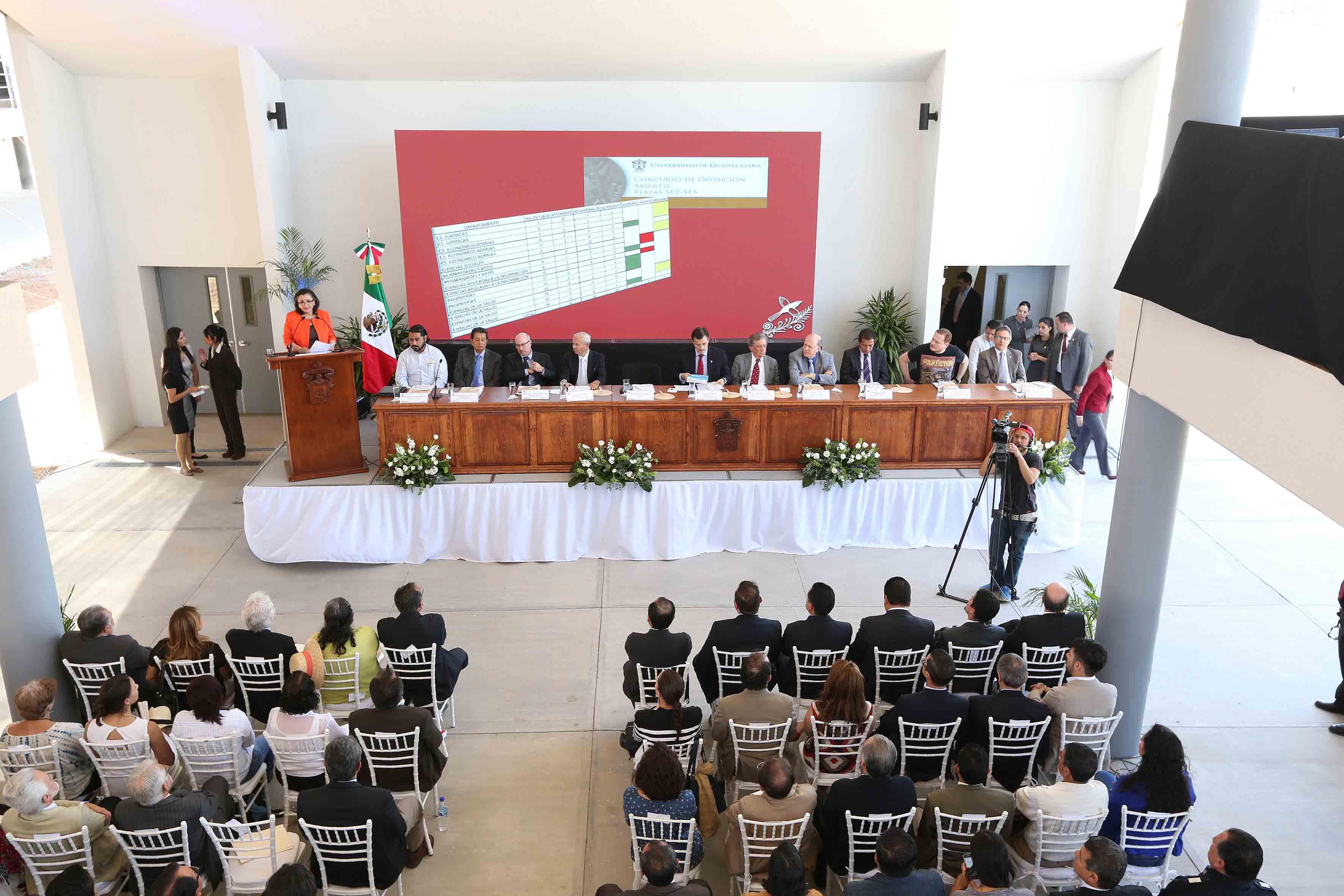 Dra. Ruth Padilla Muños en el informe de activiades de CUtonala