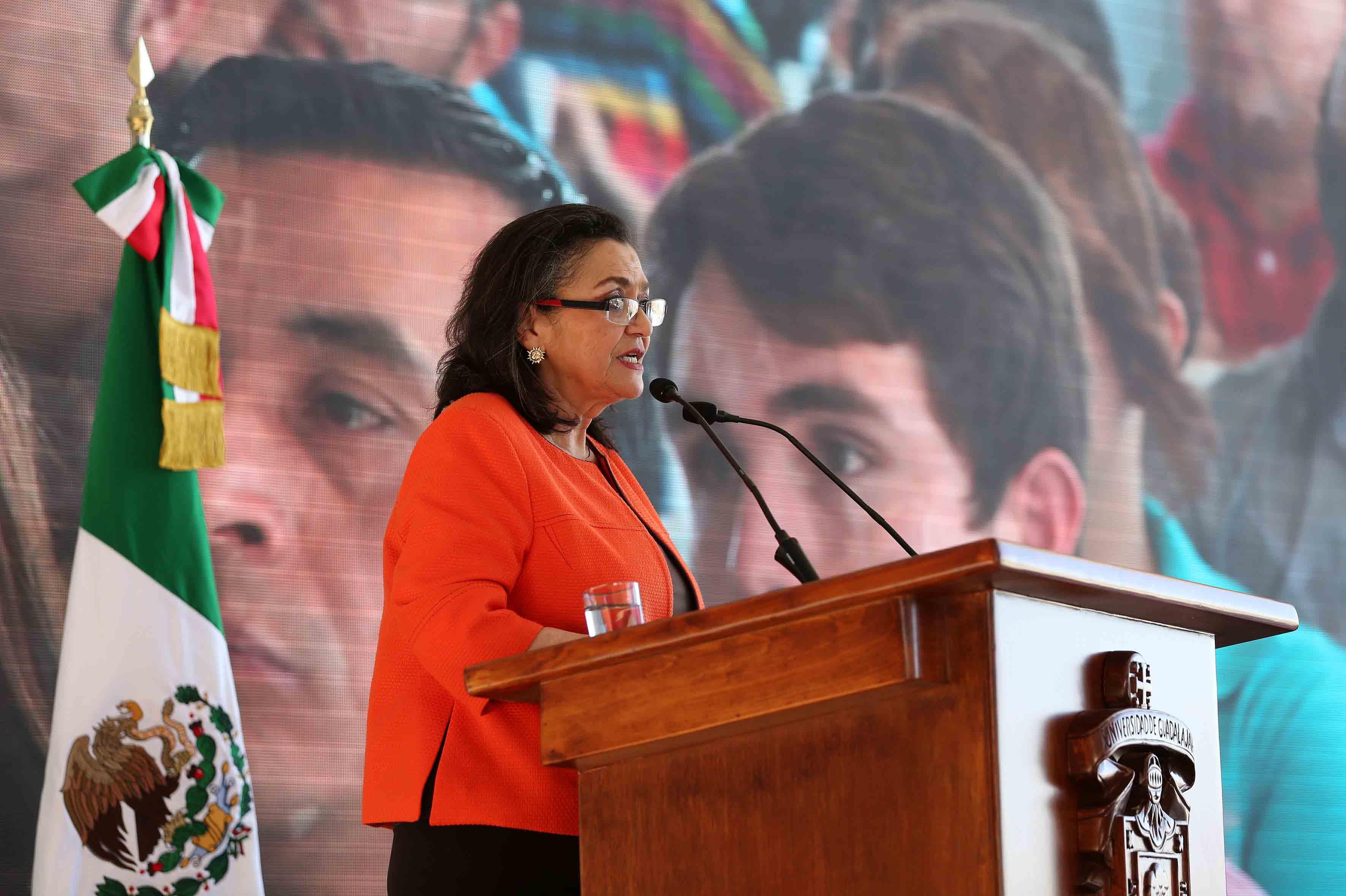 Dra. Ruth Padilla Muños haciendo uso de la palabra
