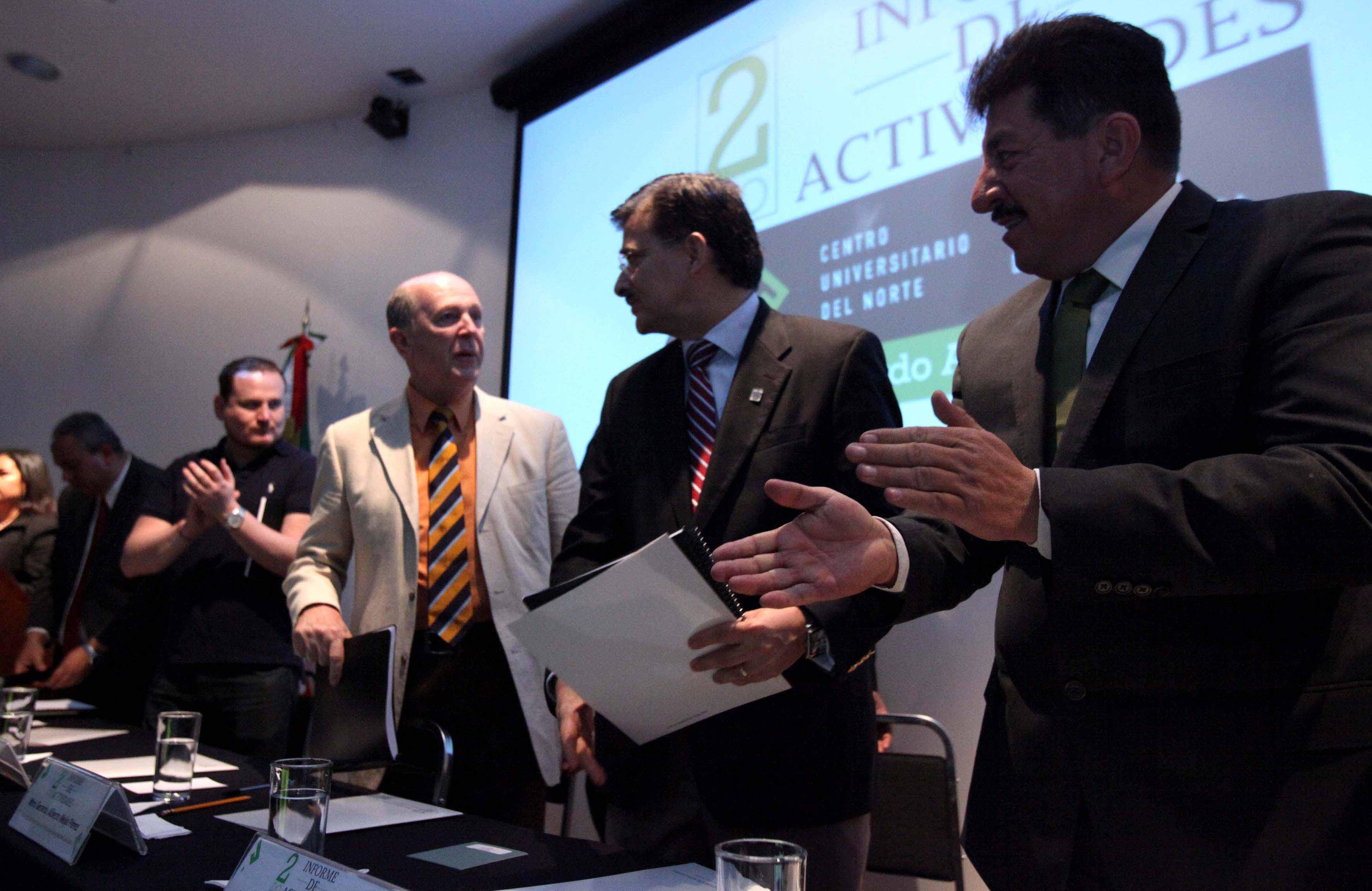 Autoridades universitarias y del centro en el segundo informe de actividades del maestro Gerardo Alberto Mejía Pérez, Rector de CUNorte.