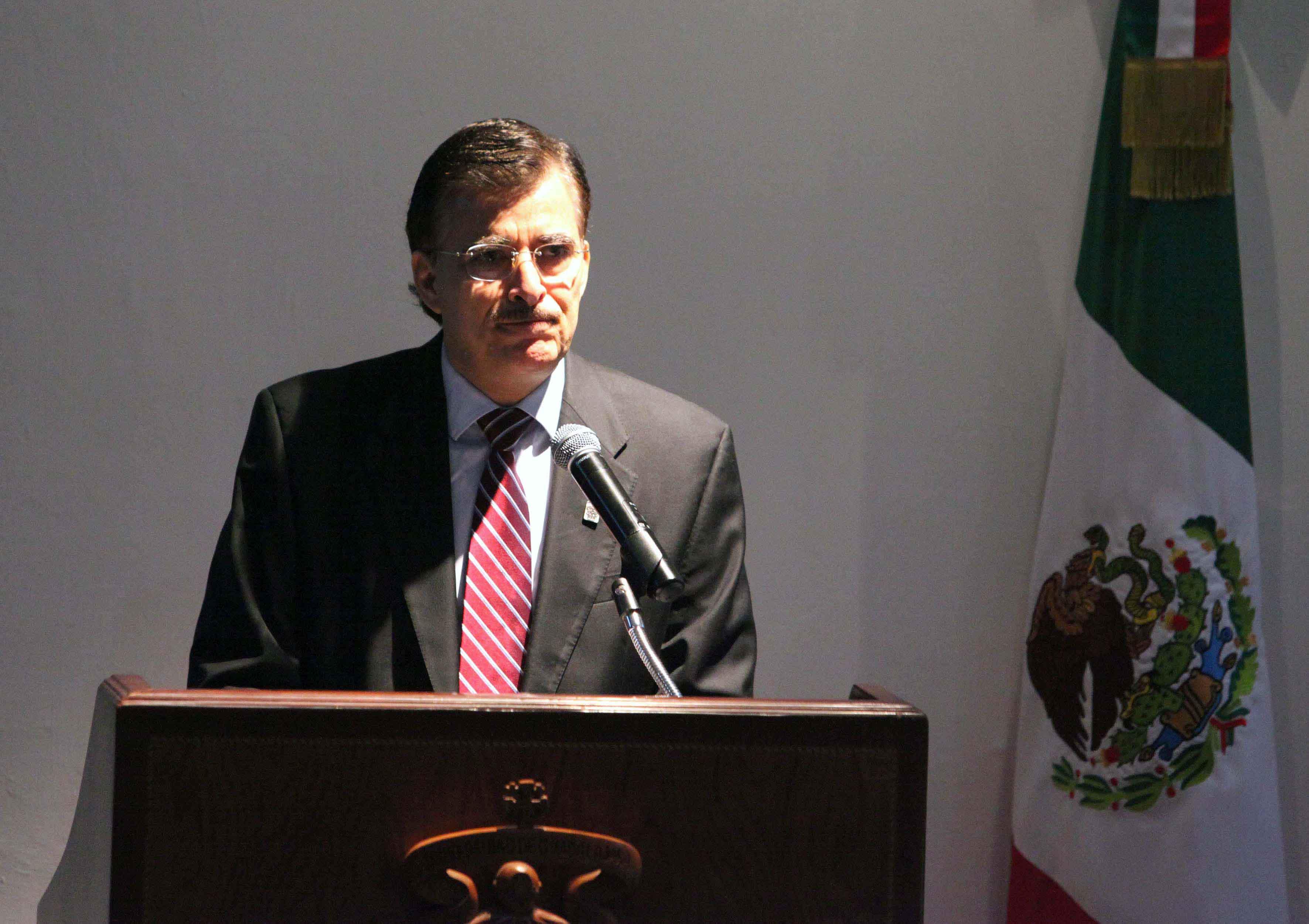 Maestro Itzcóatl Tonatiuh Bravo Padilla, Rector General de la UdeG.