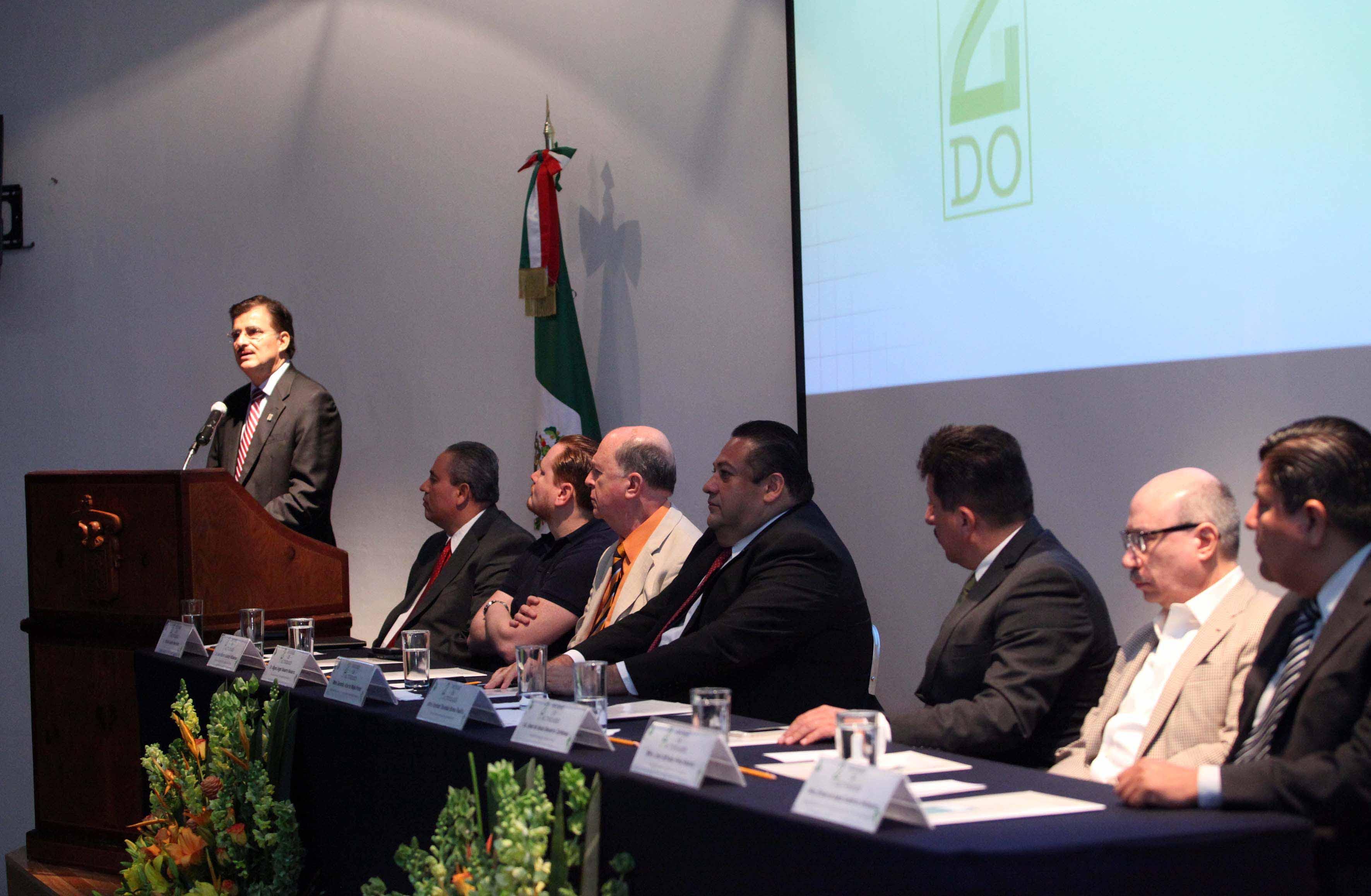 Autoridades universitarias panelistas en el segundo informe de actividades del maestro Gerardo Alberto Mejía Pérez, Rector de CUNorte.