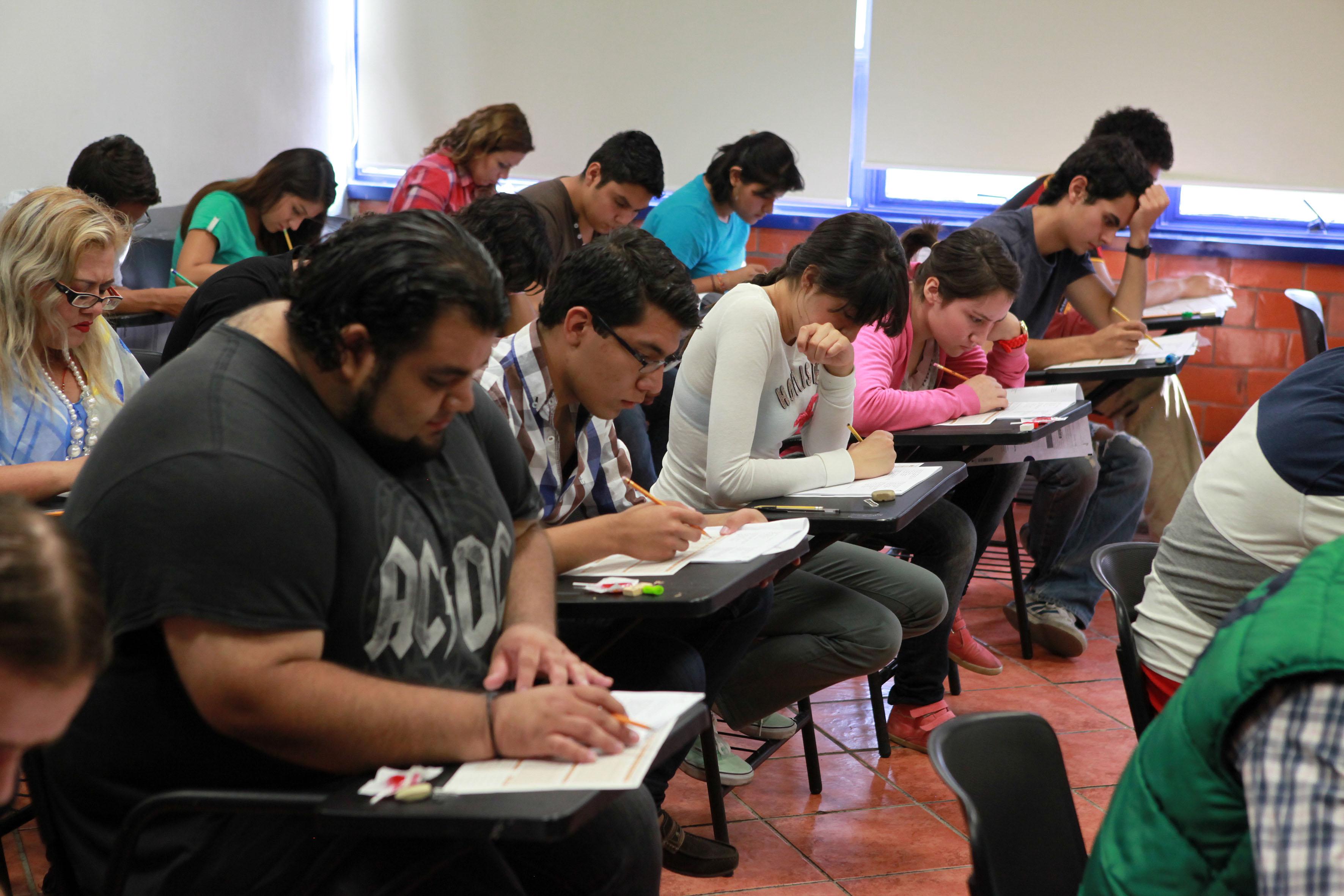 Grupo de alumos en aula de clases