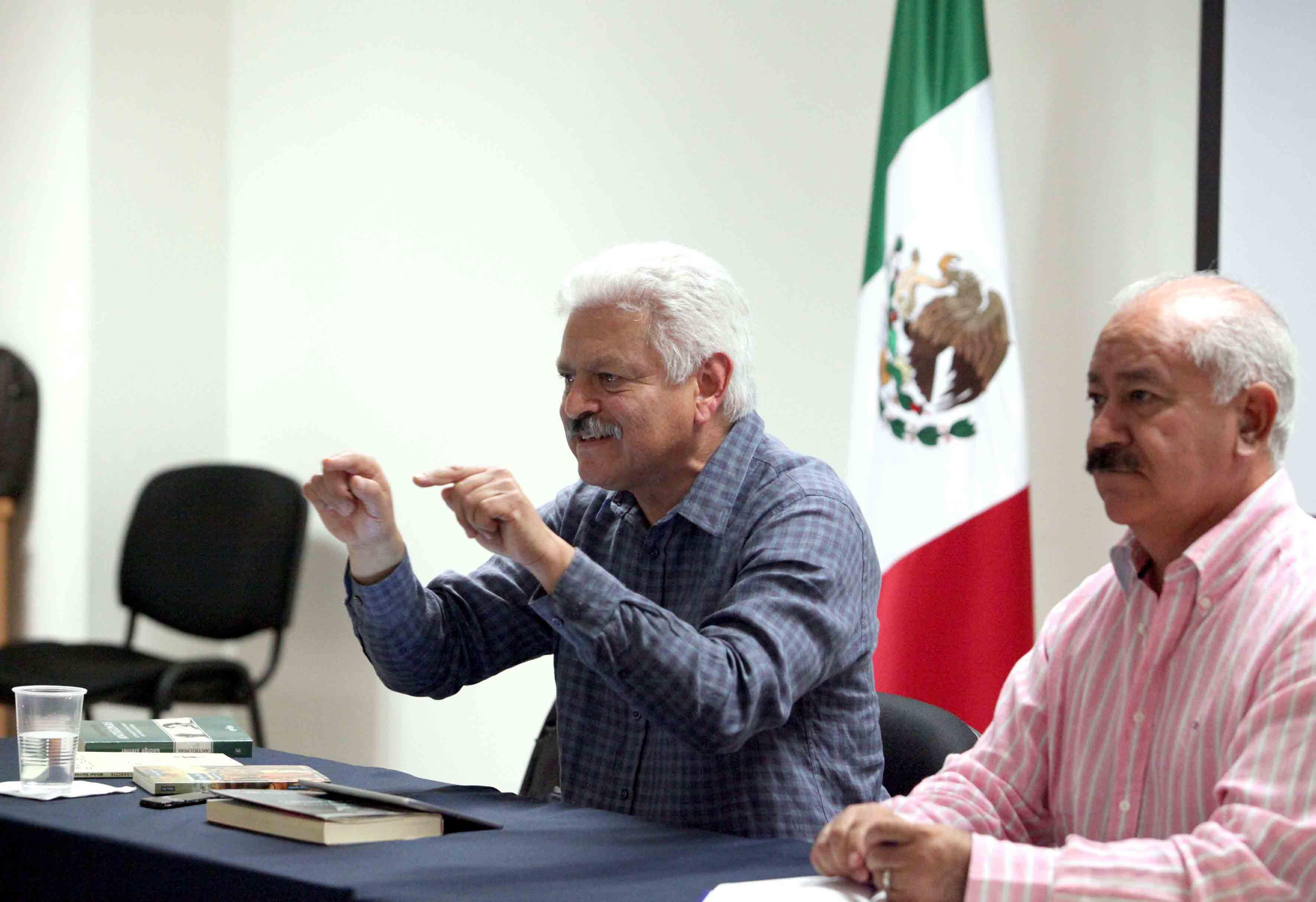 Doctor Roberto Castelán Rueda, director de la Escuela Preparatoria Regional de Lagos de Moreno