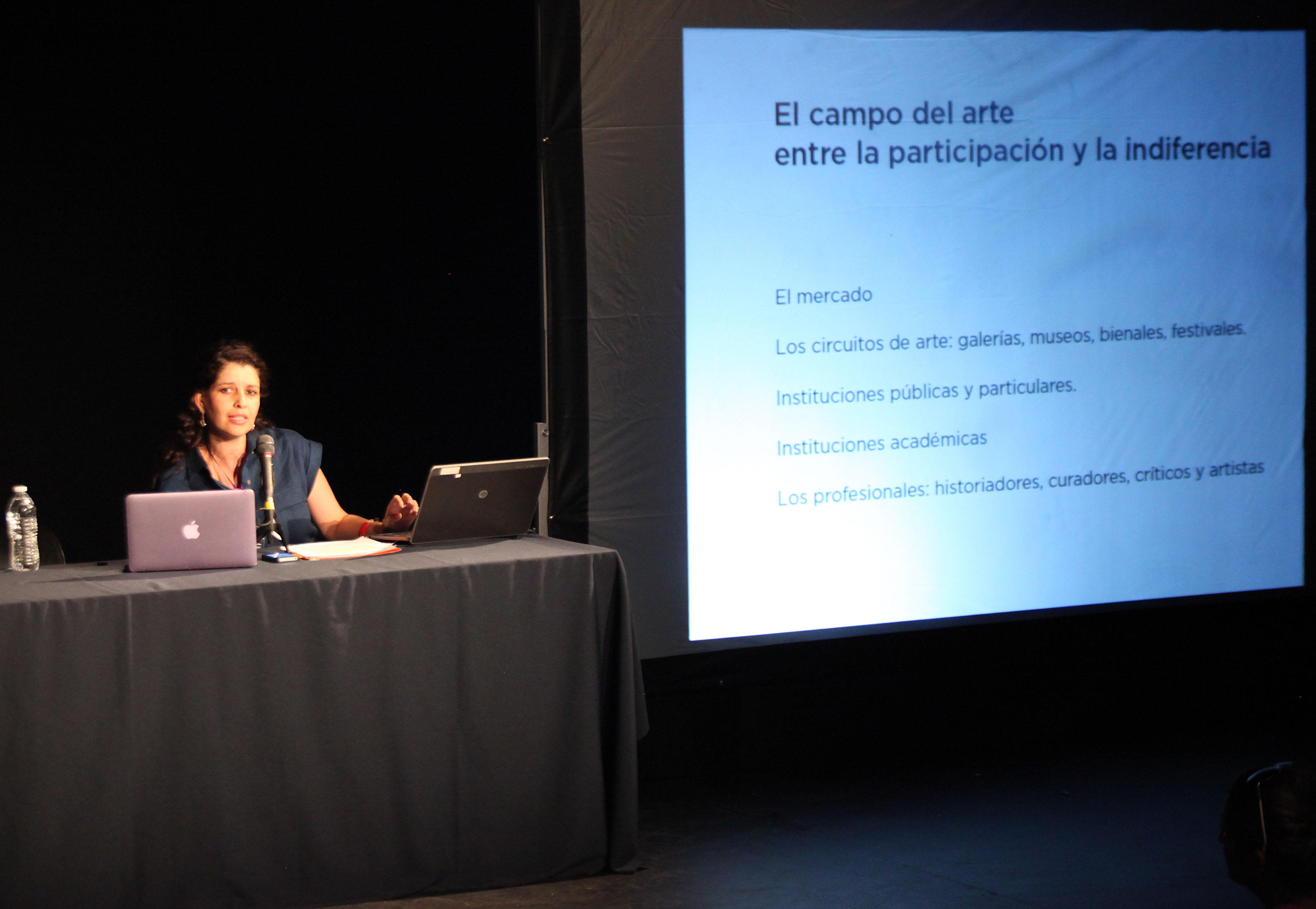 Sofia Rodriguez Cabrero impartiendo su conferencia