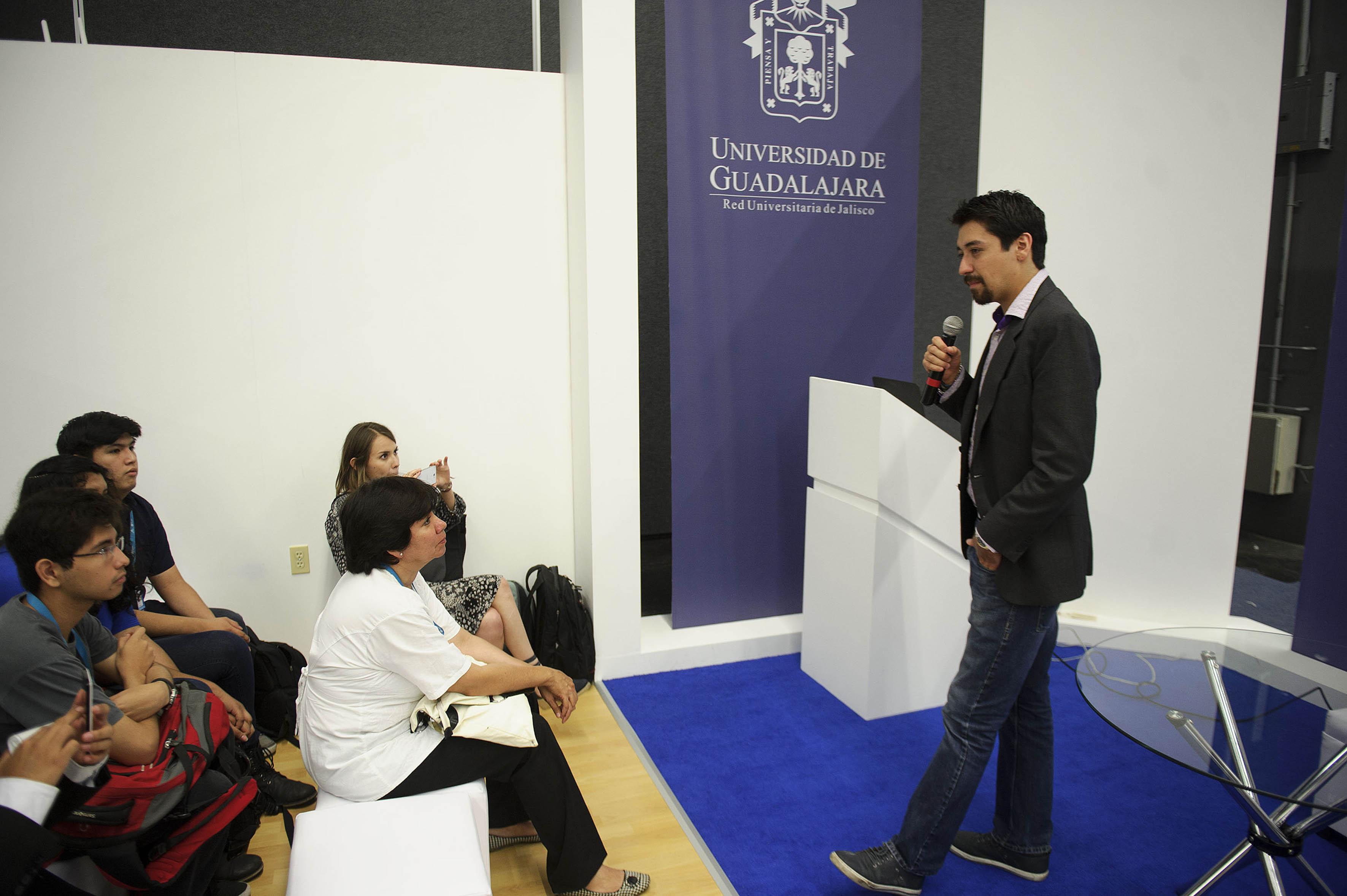 Arturo Castillo Ramos estudiante de la licenciatura en Relaciones Internacionales del Centro Universitario de Ciencias Sociales y Humanidades (CUCSH)