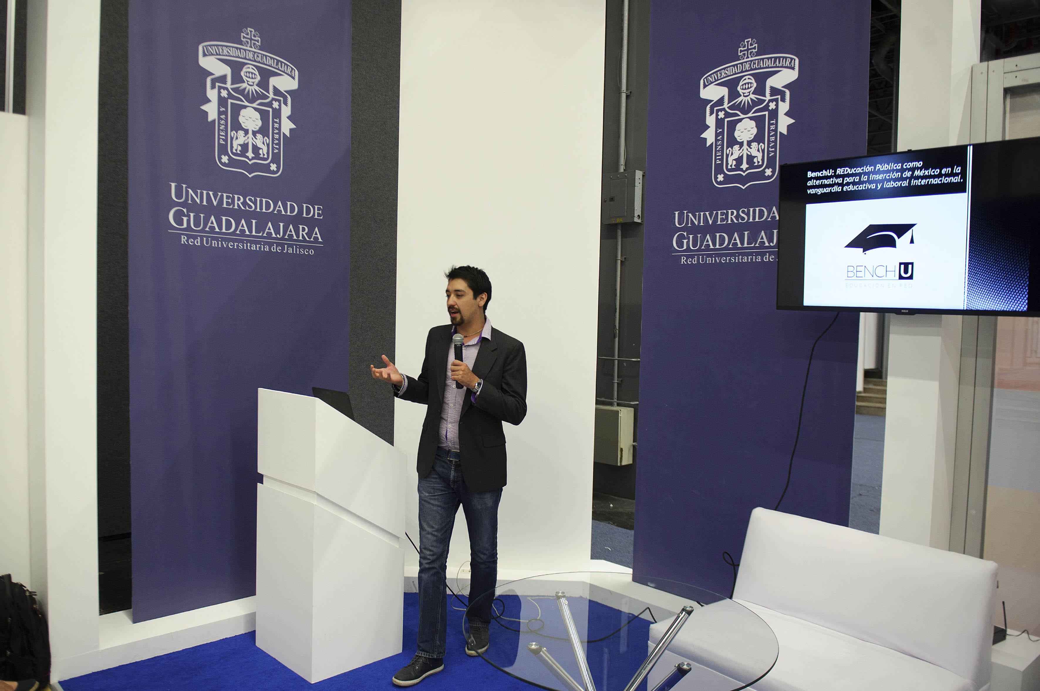 Arturo Castillo Ramos haciendo uso de la palabra