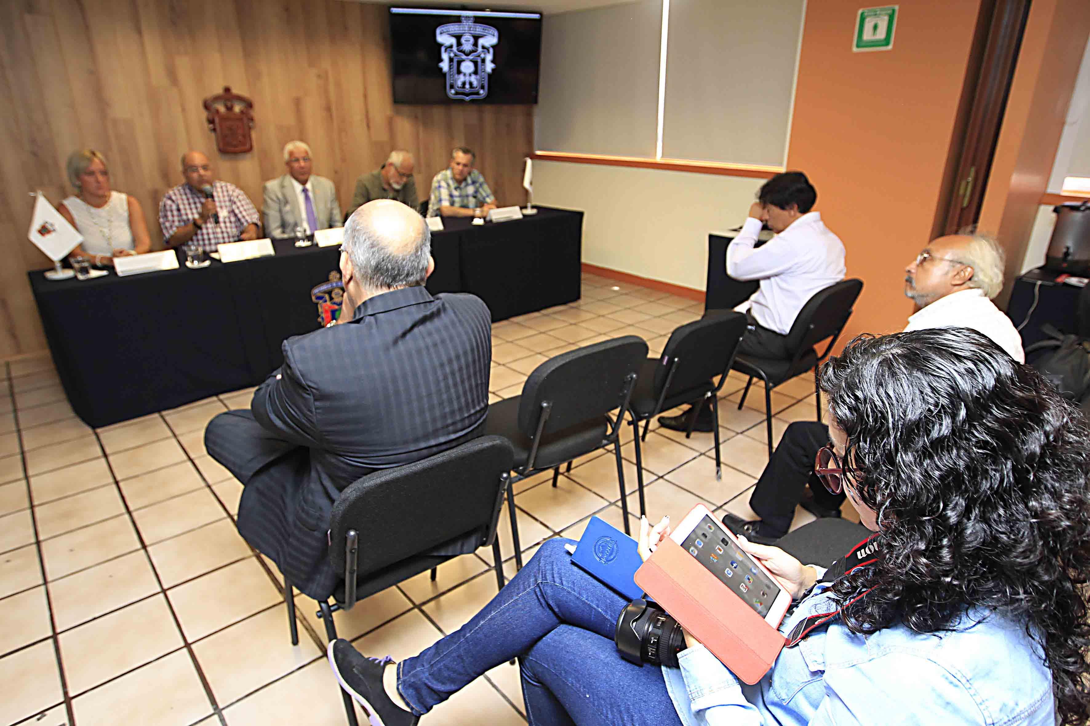Panelistas y Asistentes a la rueda de prensa Laguna de Cajititlán
