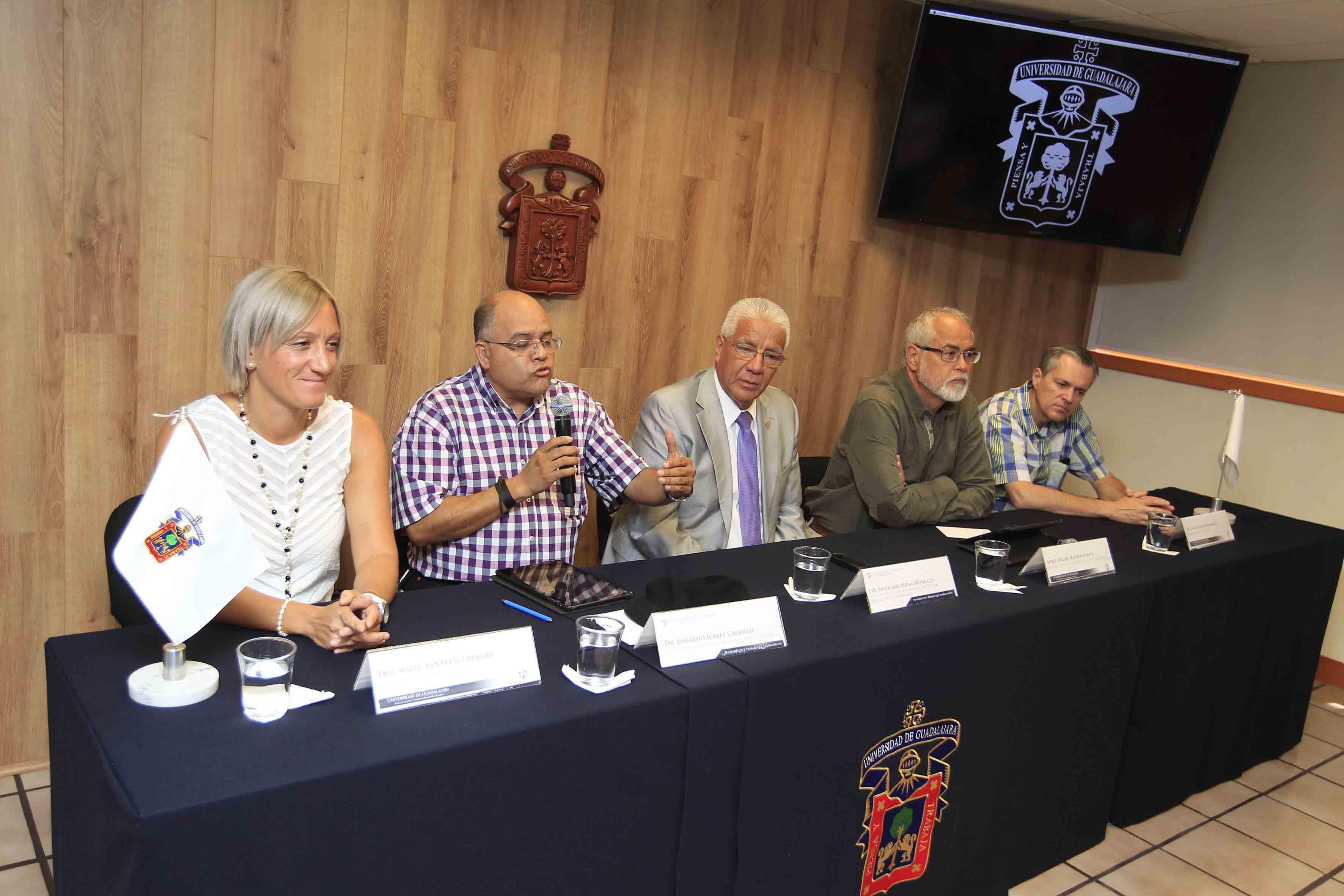 Panelistas de la Rueda de Prensa Laguna de Cajititlán
