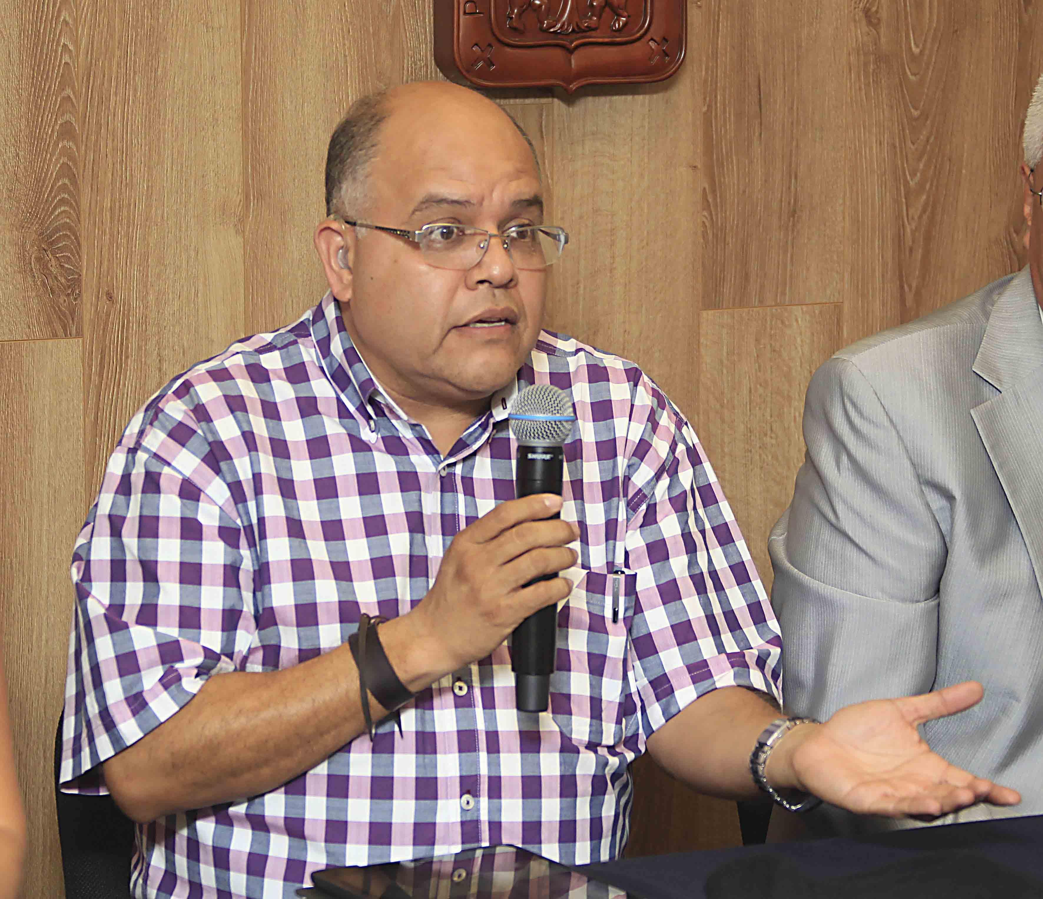Doctor Eduardo Juárez Carrillo, académico del Departamento de Ecología del CUCBA, en el uso de la voz