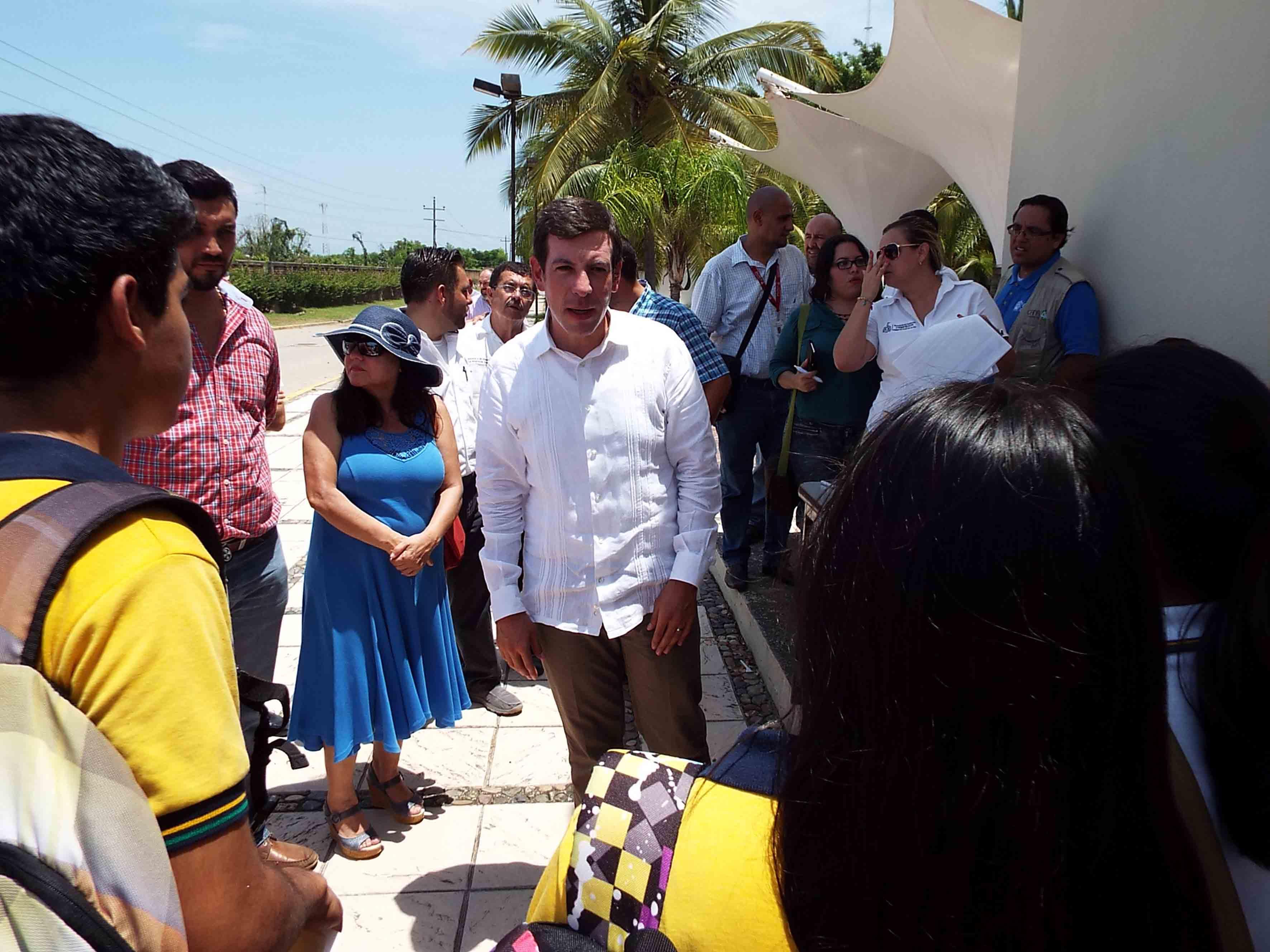 Miguel Castro Reynoso, escucha a los estudiantes