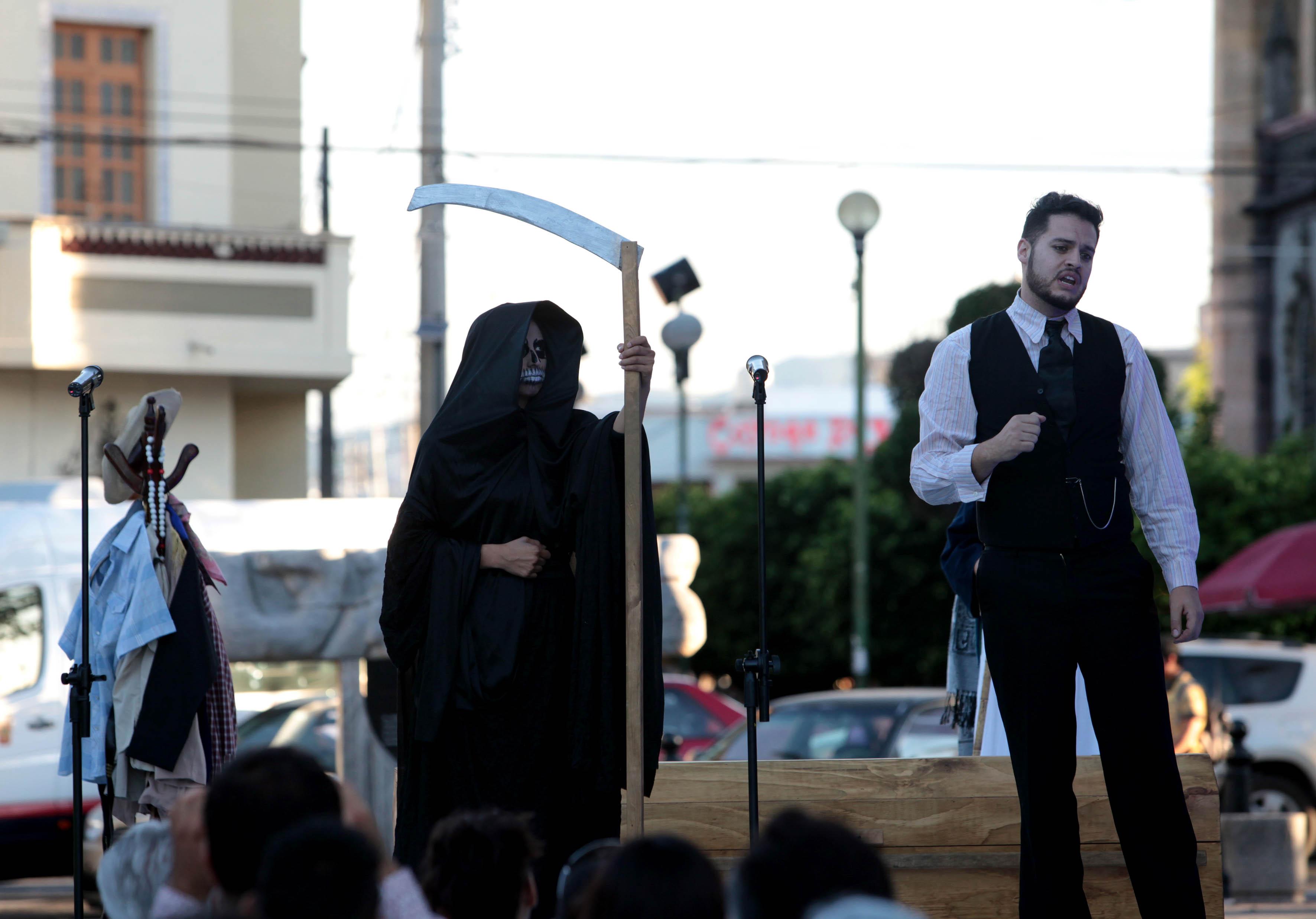 Comedia que habla sobre la muerte realizada por alumnos del CUNorte