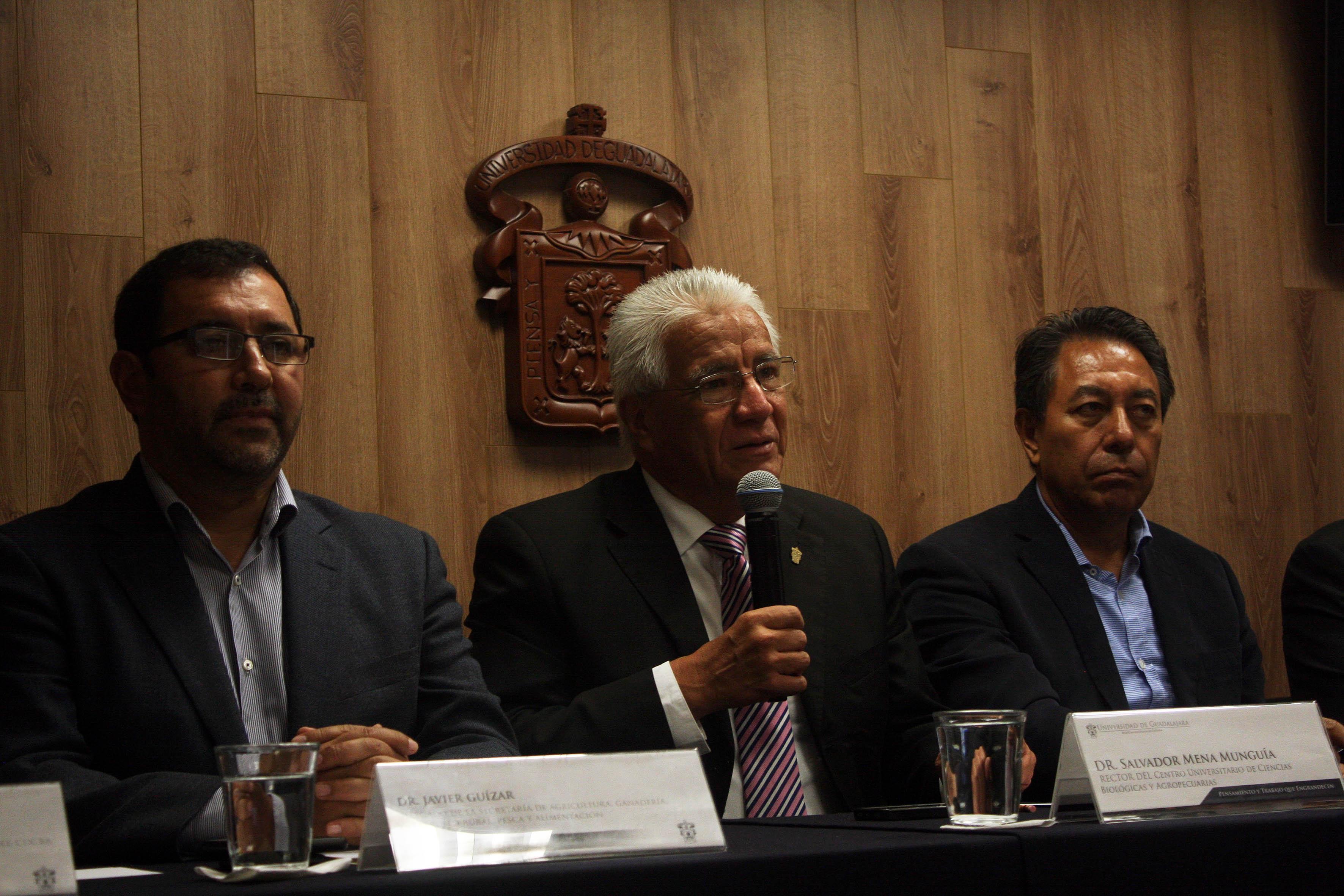 Dr. Salvador Mena Munguía,Rector del CUCBA, haciendo uso de la voz
