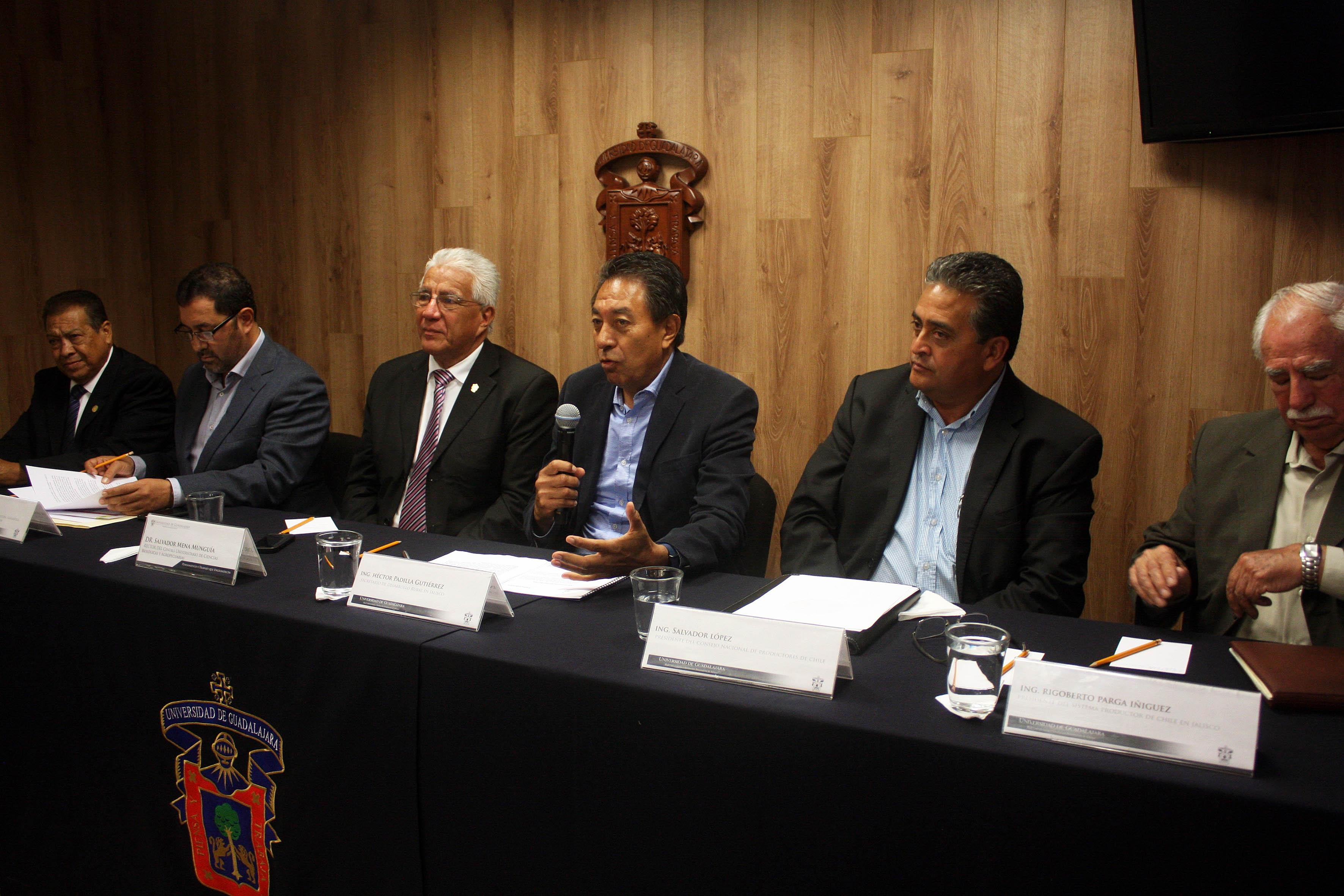Héctor Padilla Gutiérrez, Secretario de desarrollo Rural de Jalisco, haciendo uso de la voz