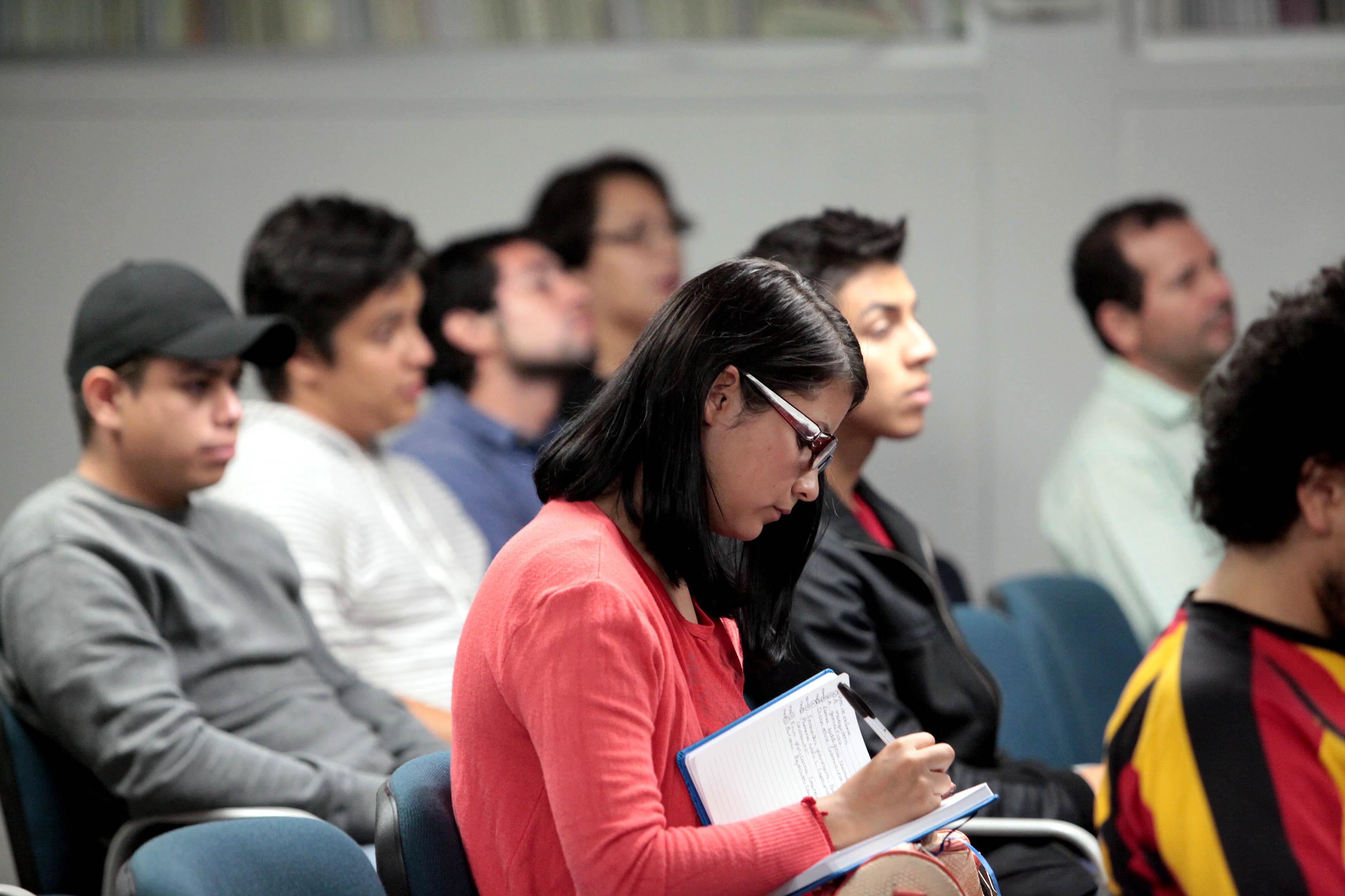 Publico asistente a la charla impartida por el Dr. Arturo Orozco Barocio