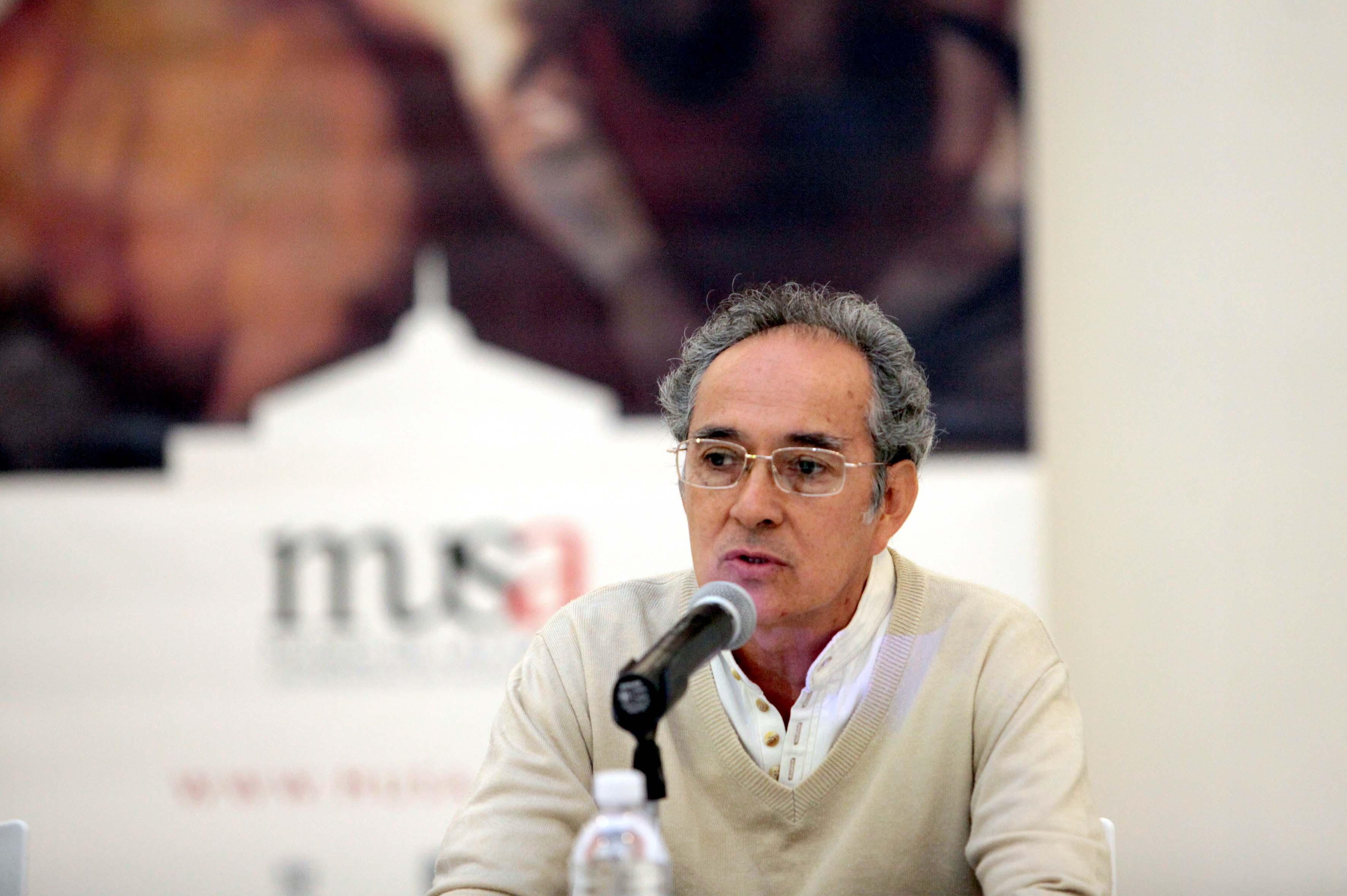 """Javier Ramírez, curador de la exposición """"Puertas abiertas"""", a llevarse a cabo en el Museo de las Artes (MUSA) de la Universidad de Guadalajara."""