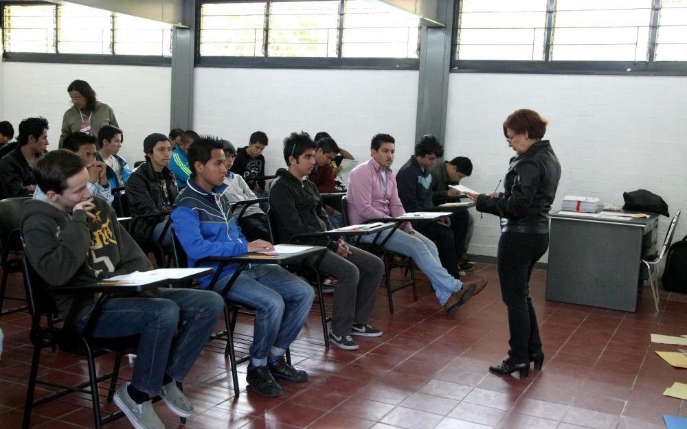 Alumnos en aula universitaria