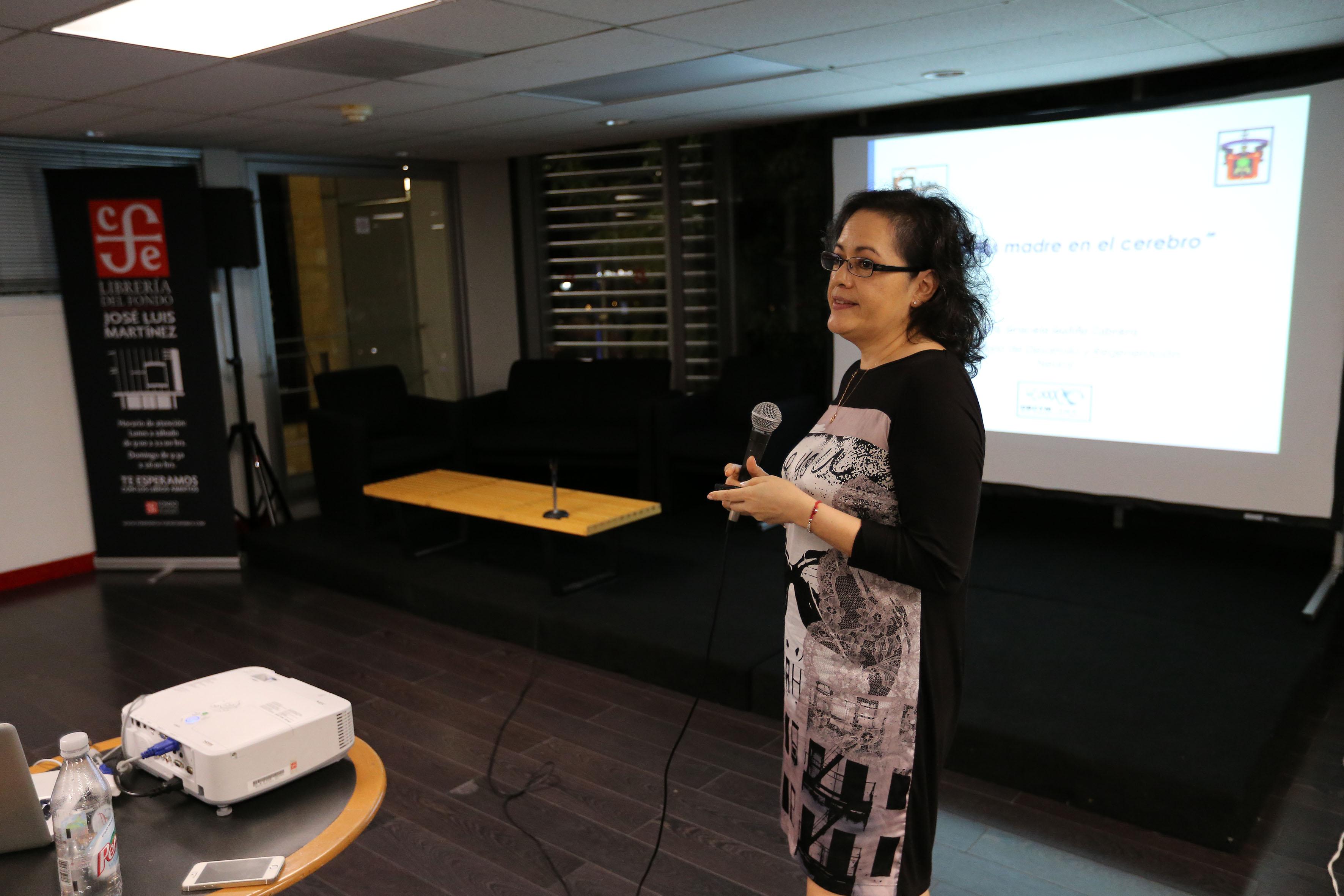 Jefa del Departamento de Biología Celular y Molecular del CUCBA, doctora Graciela Gudiño Cabrera,