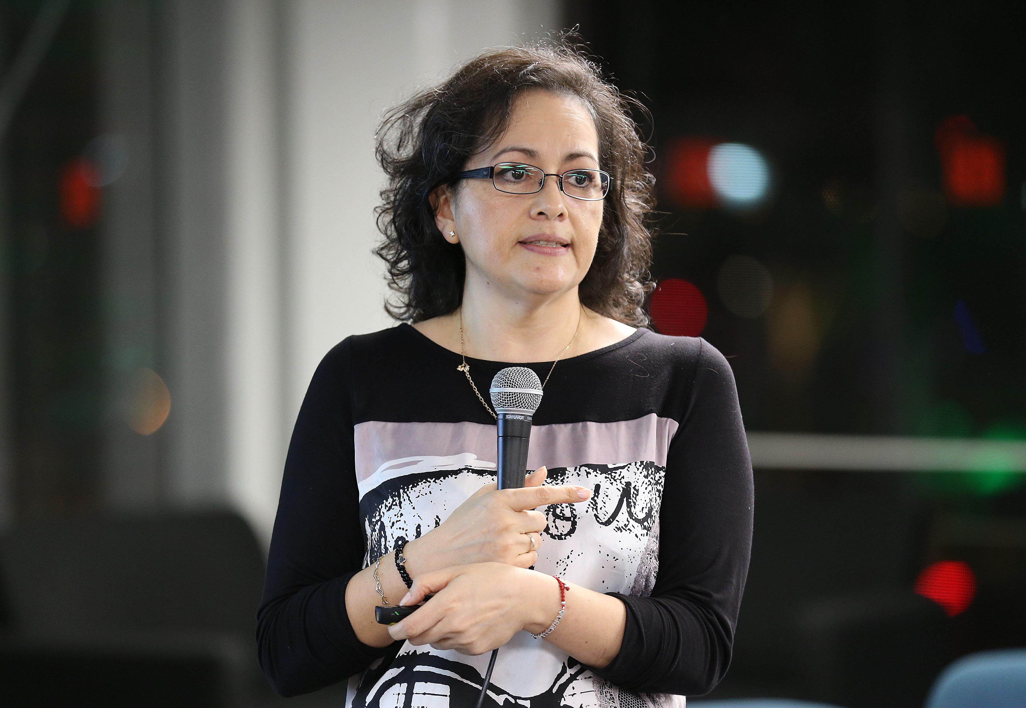"""Doctora Graciela Gudiño Cabrera, haciendo uso de la palabra en el ciclo de conferencias """"Ciencia desde los básico"""""""