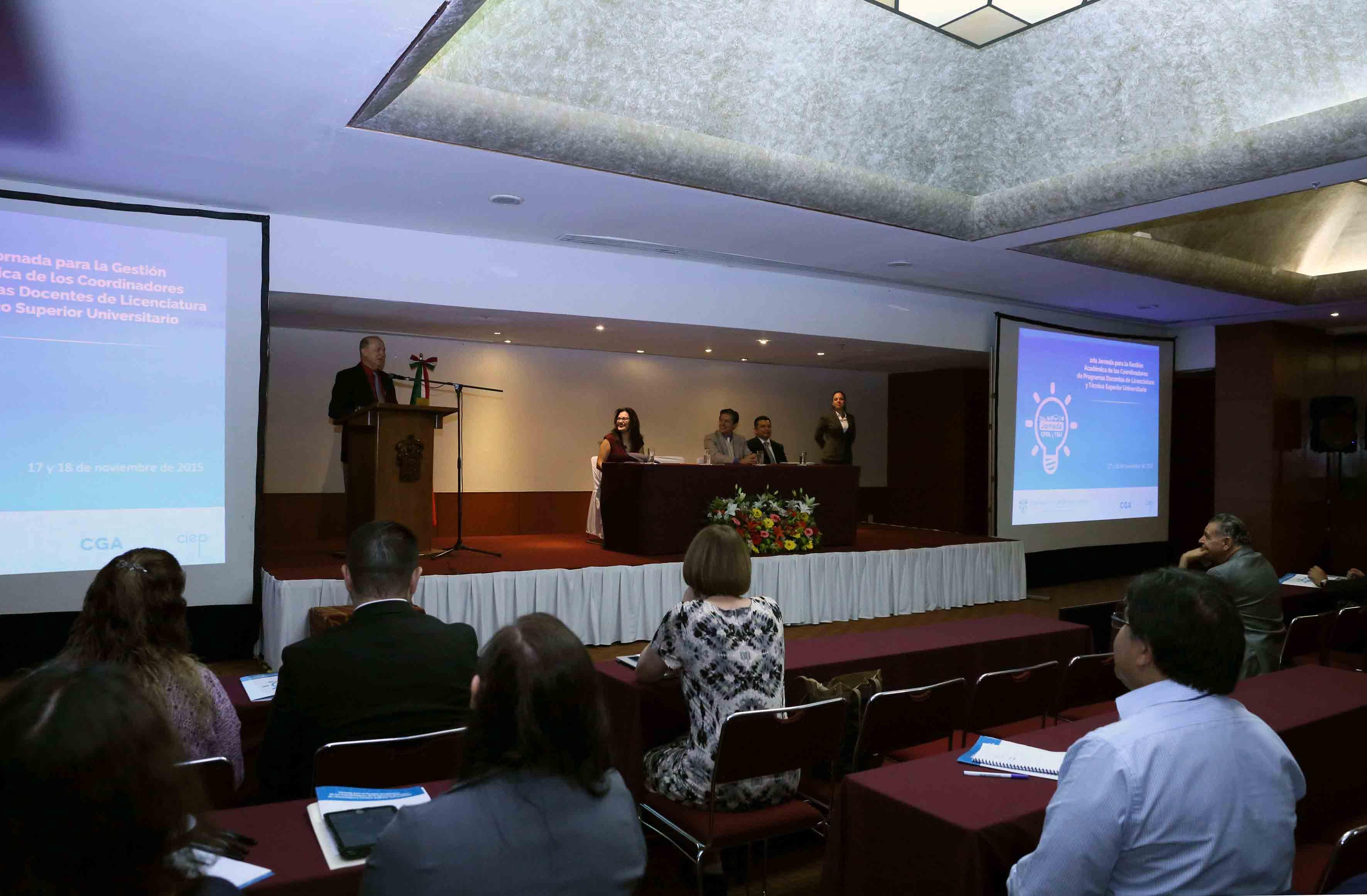 Dr. Miguel Ángel Navarro Navarro,en la inauguración de la 2da Jornada para la Gestión Académica de los Coordinadores de Programas Docentes de Licenciatura y Técnico Superior Universitario.