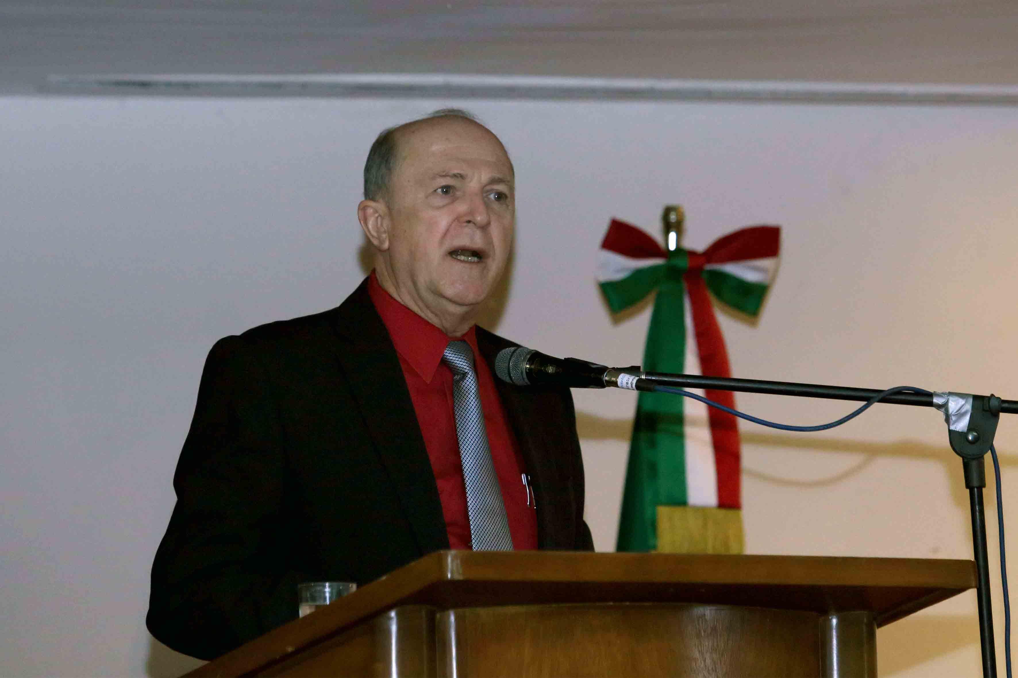 Dr. Miguel Ángel Navarro Navarro haciendo uso de la palabra