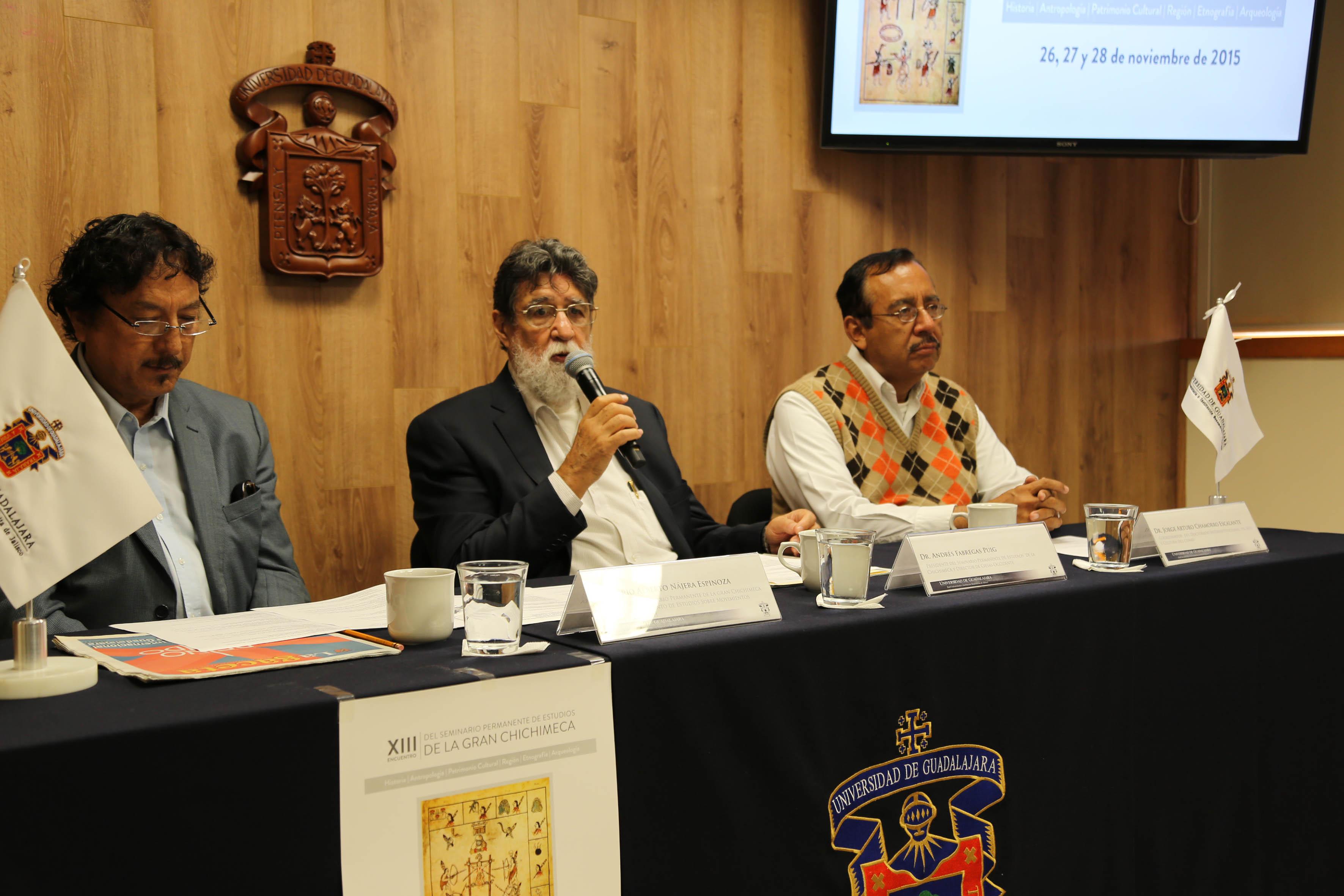 Dr. Andrés Fábregas, haciendo uso de la voz