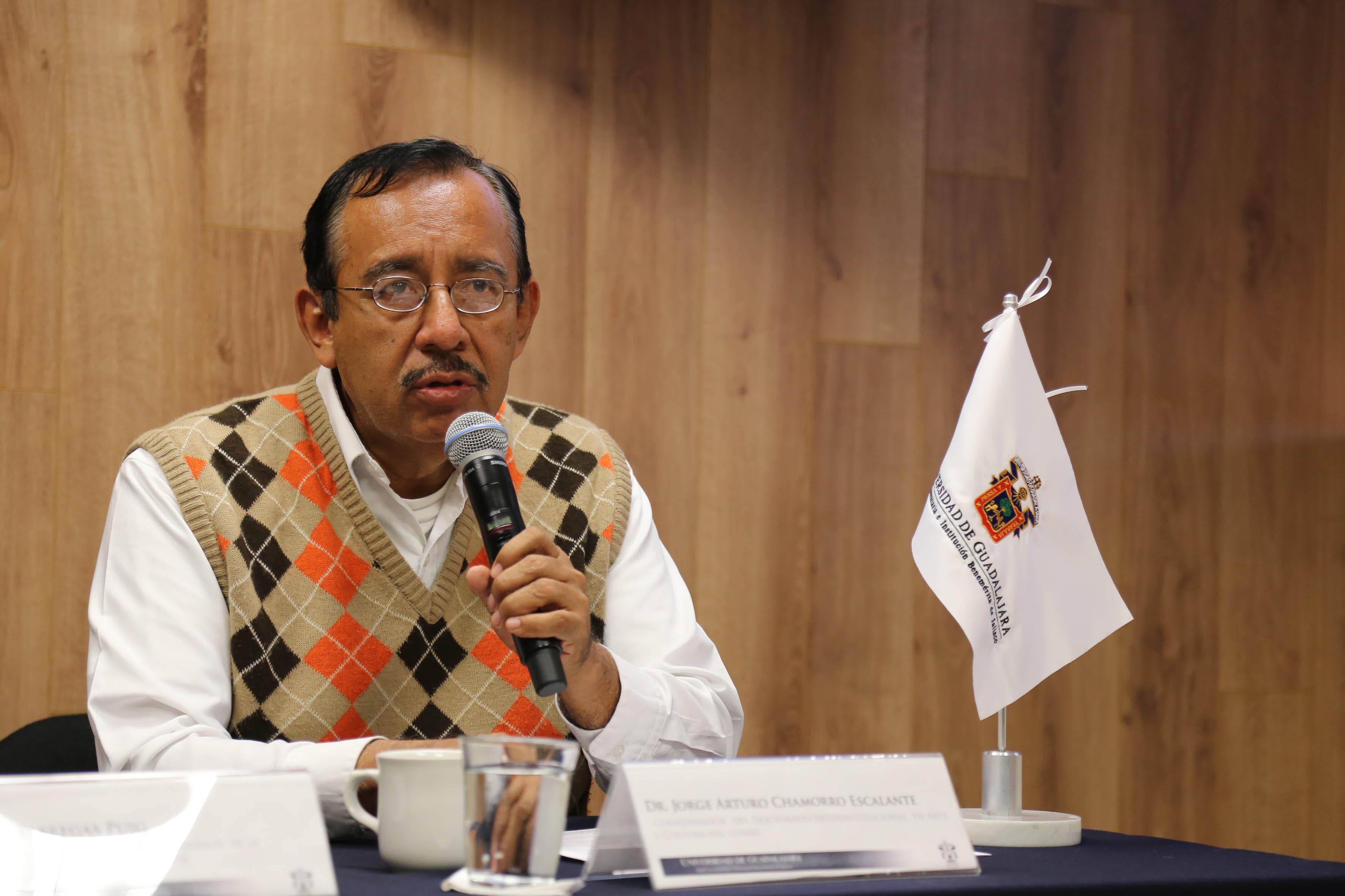 Dr. Jorge Arturo Chamorro Escalante, participando en el  Seminario Permanente de Estudios de la Gran Chichimeca (SEPECH)