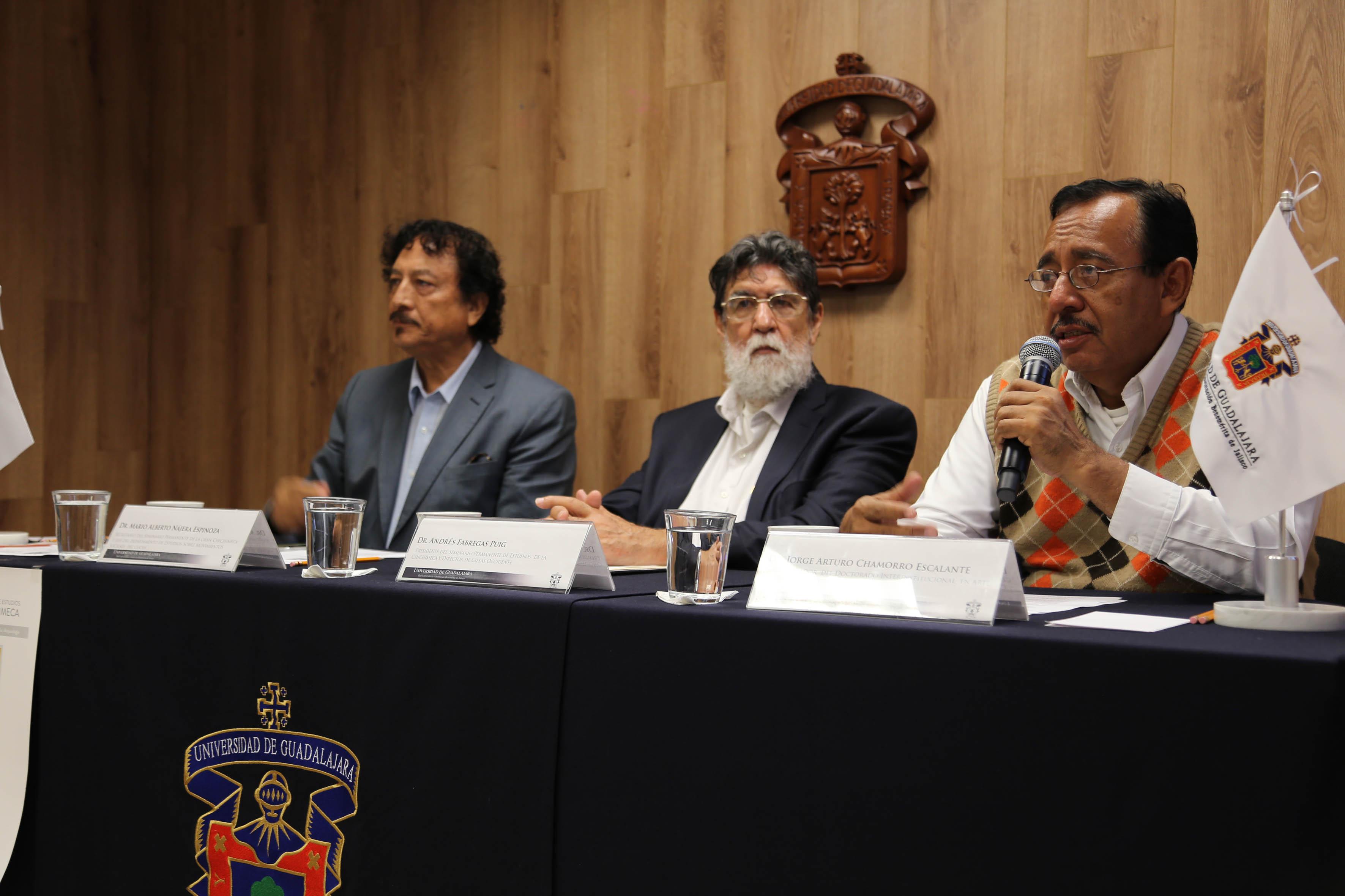 Participantes a la rueda de prensa del XIII Encuentro del Seminario Permanente de Estudios de la Gran Chichimeca (SEPECH)