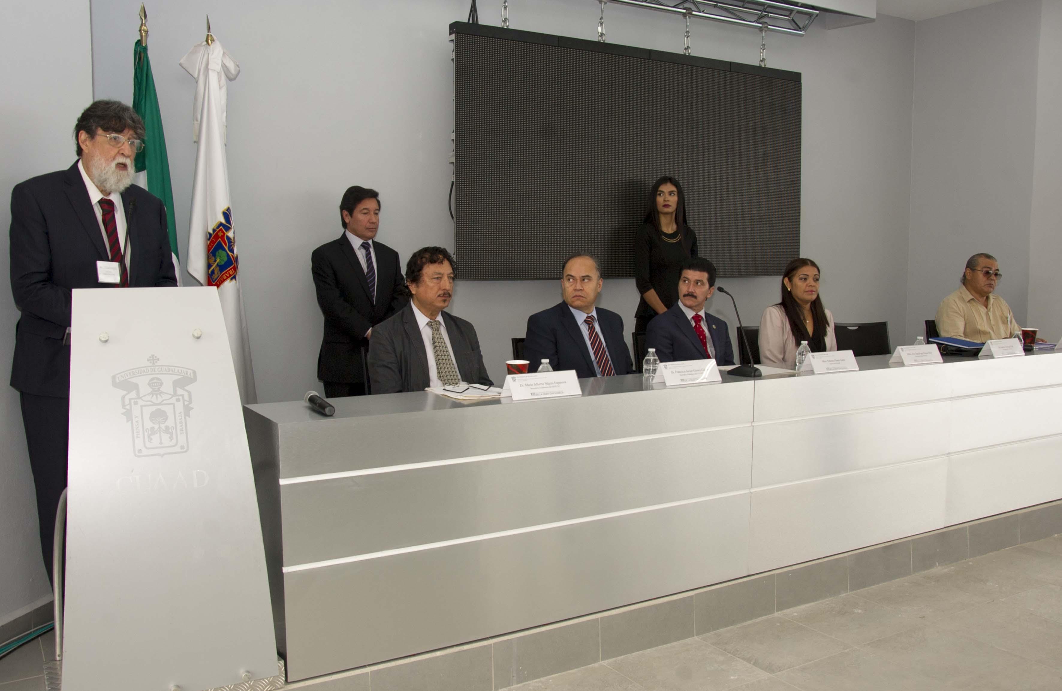Dr. Andrés Fábregas Puig, coordinador del seminario haciendo uso de la palabra