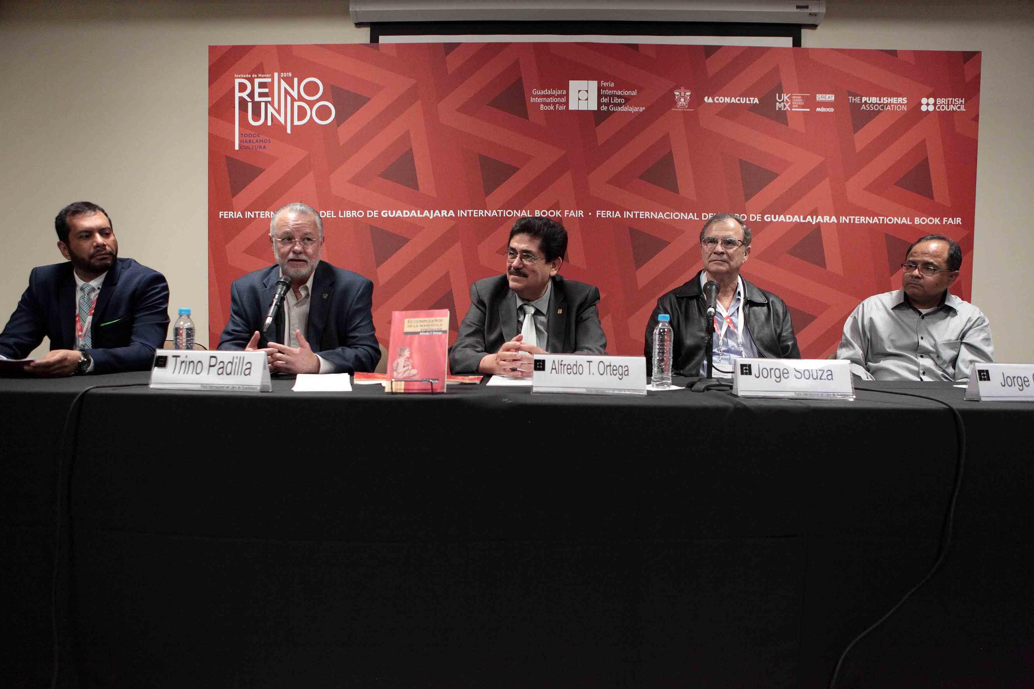 Ex diputado José Trinidad Padilla López, haciendo uso de la palabra en mesa de trabajo, durante la presentación del libro.