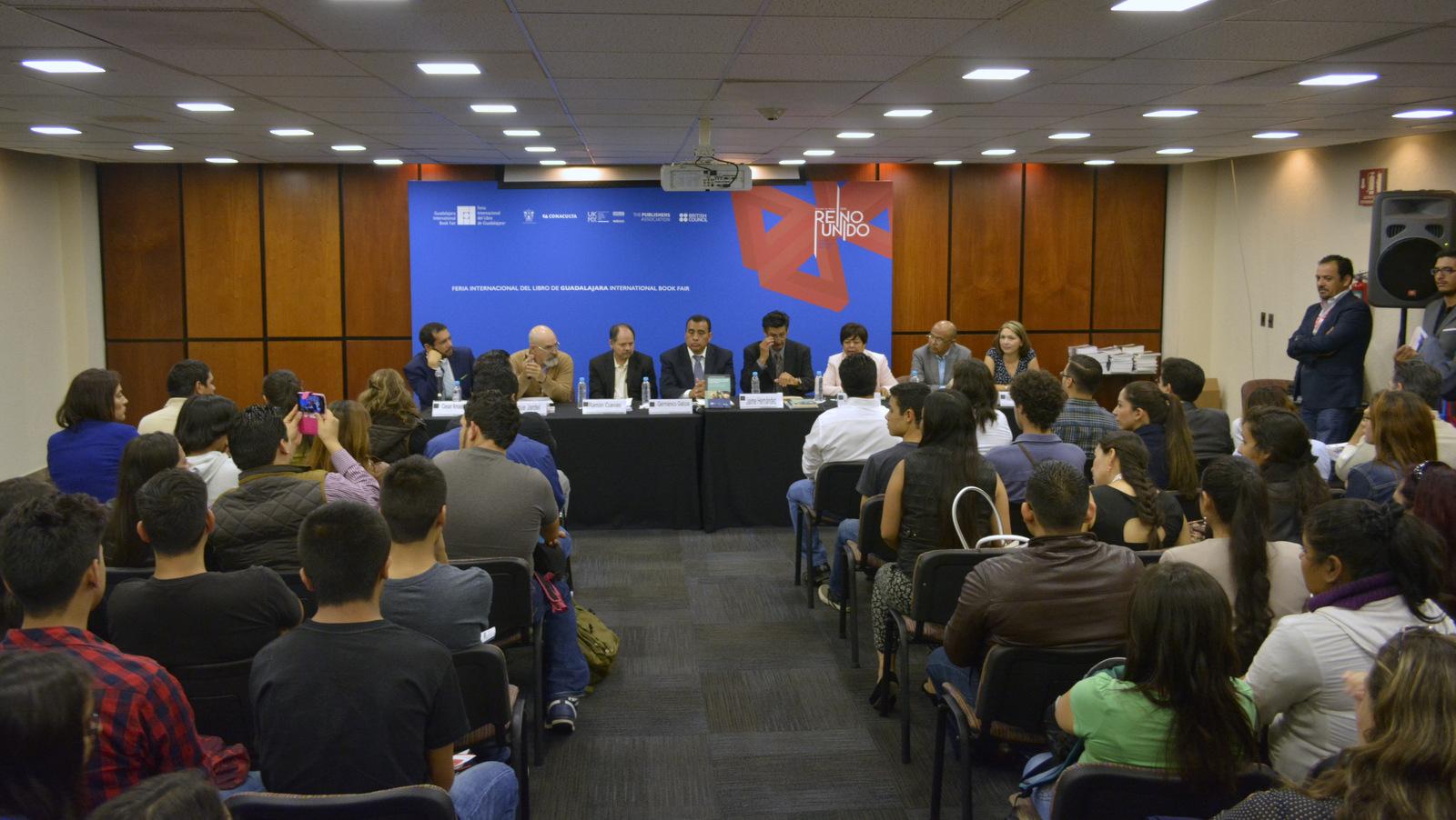 Enrique Jardel Peláez, profesor-investigador de CUCSur, en reunion para presentar sus publicaciones