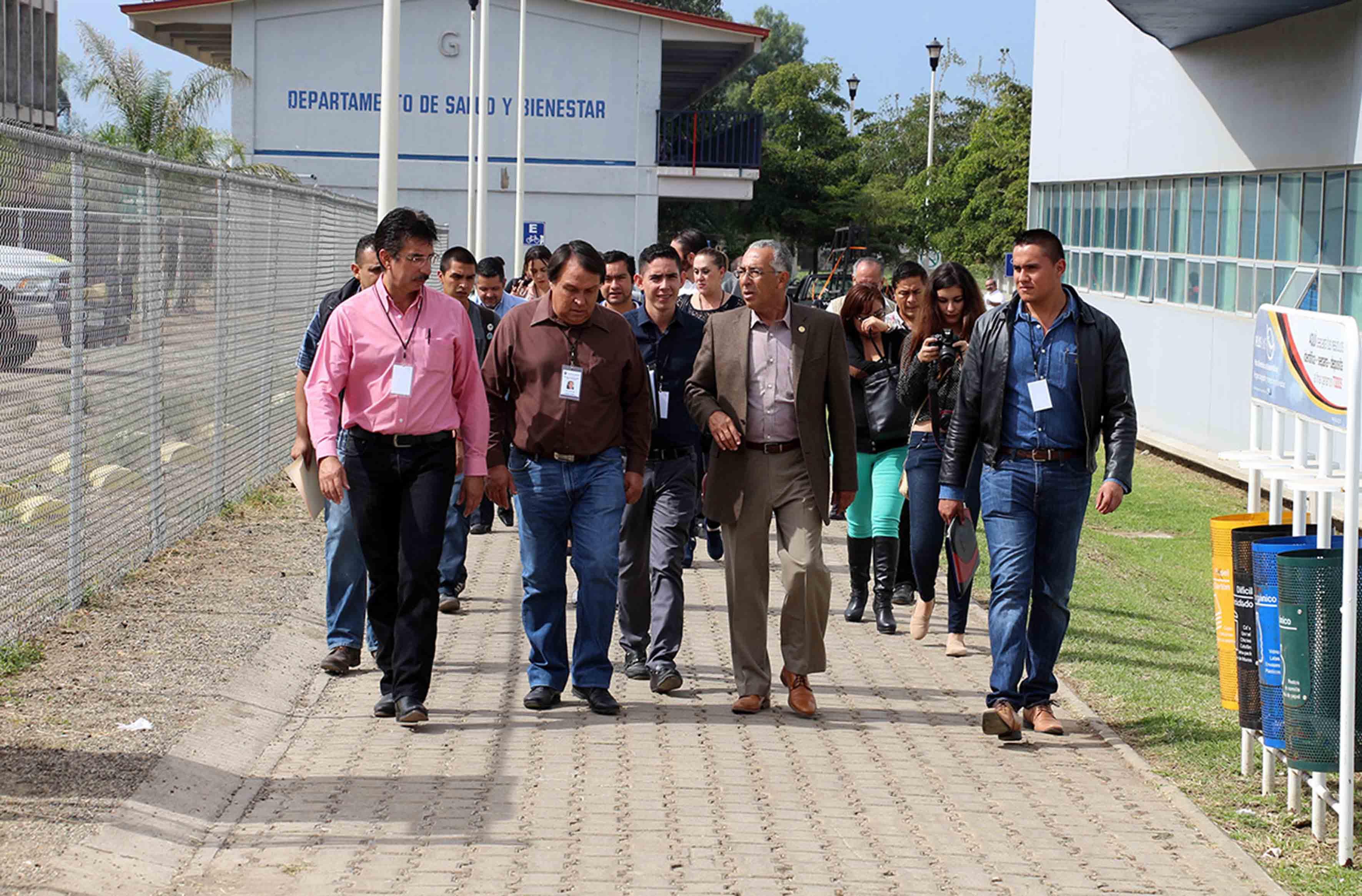 Mtro. Ricardo Xicoténcatl García Cauzor y presidentes y representantes de municipios de la región sur-sureste