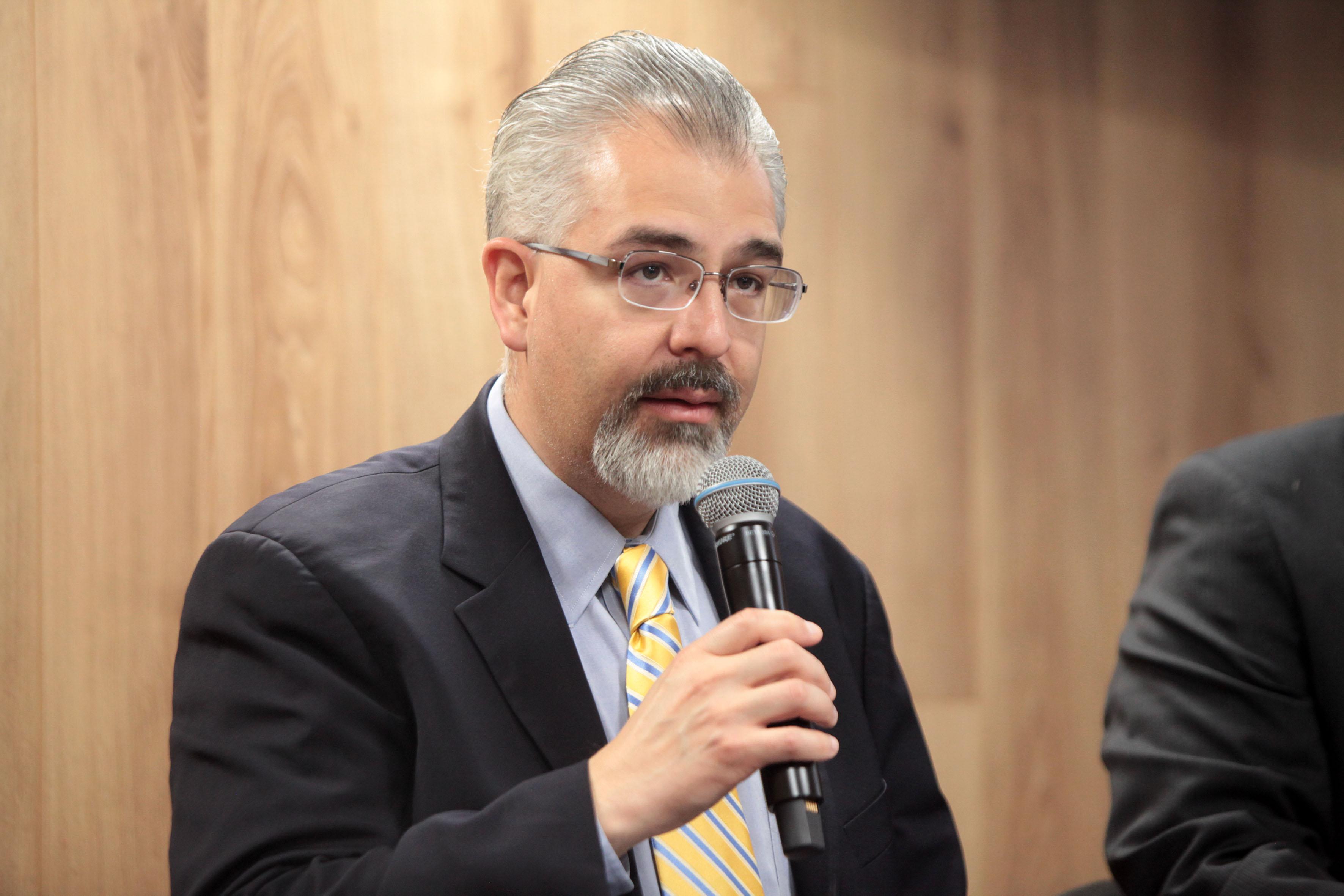 Dr. Guillermo Arturo Gomez Mata haciendo uso de la palabra