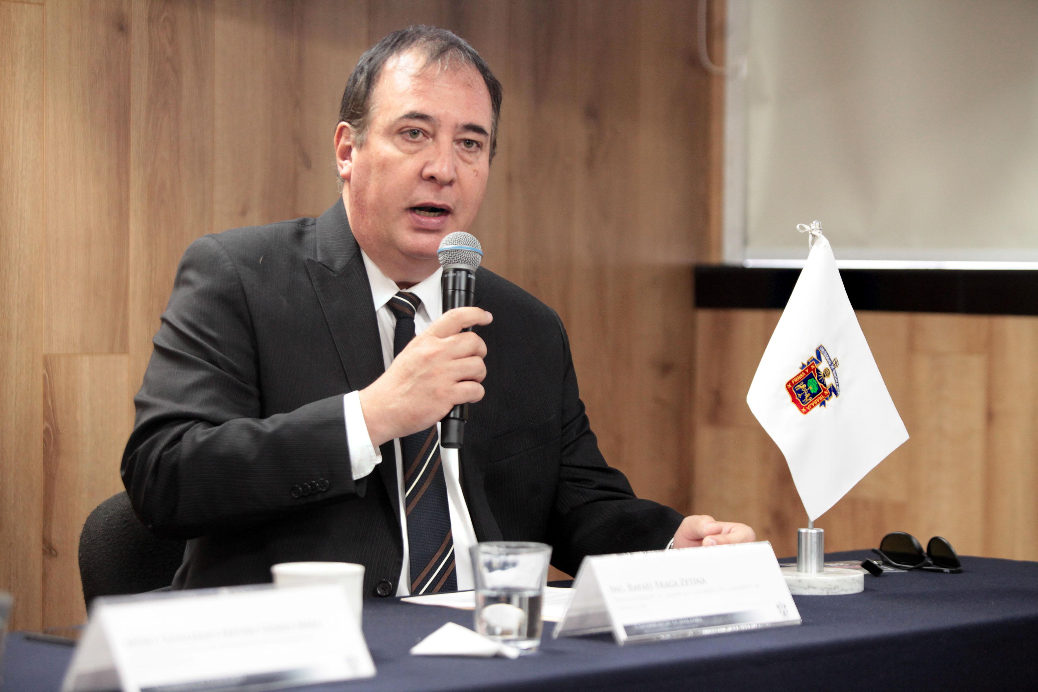 Rafael Fraga Zetina, representante de American Chamber of Commerce haciendo uso de la palabra