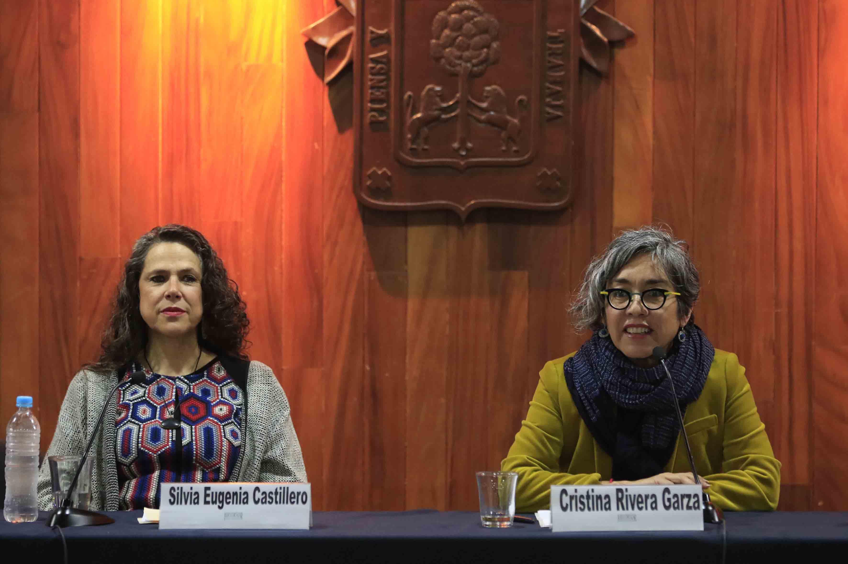 Escritora Cristina Rivera Garza, durante la primera conferencia de este año de la Cátedra Latinoamericana Julio Cortázar, organizada por el Centro Universitario de Ciencias Sociales y Humanidades (CUCSH).