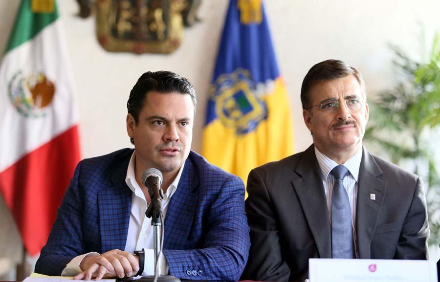 Mtro. Itzcóatl Tonatiuh Bravo Padilla y Mtro. Jorge Aristóteles Sandoval Díaz