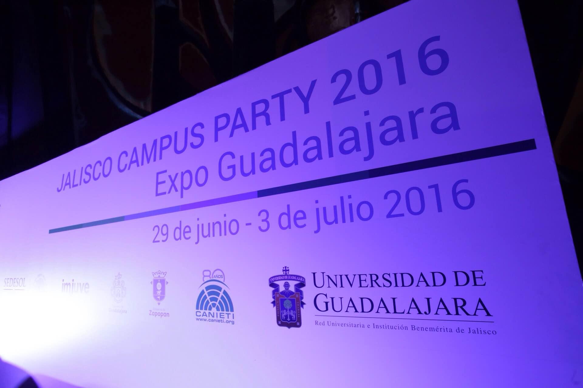 Estructura de fondo, con el evento de Campus Party 2016.