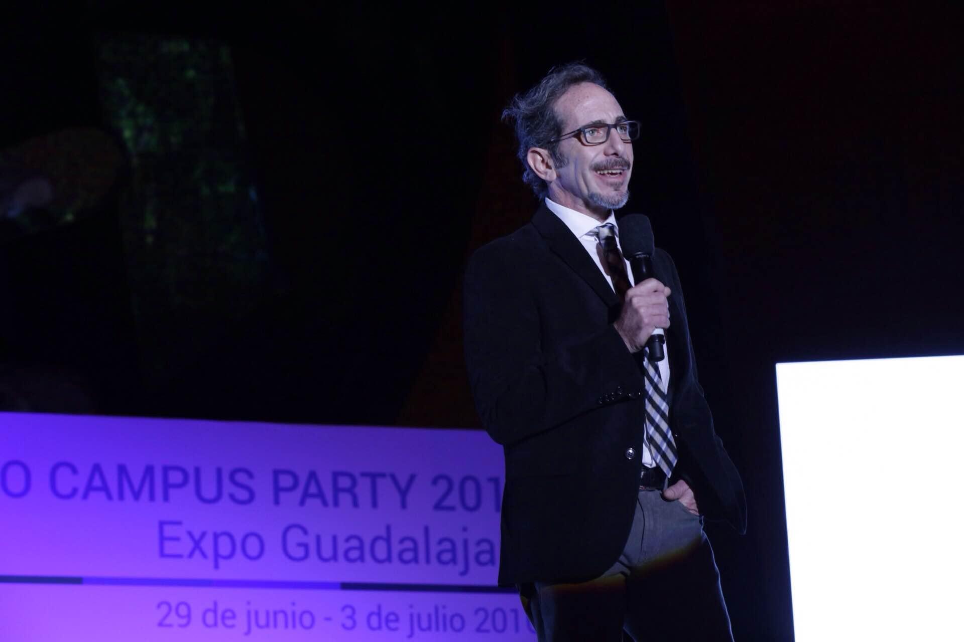 Ponente participante durante el lanzamiento oficial de Campus Party en su séptima edición.
