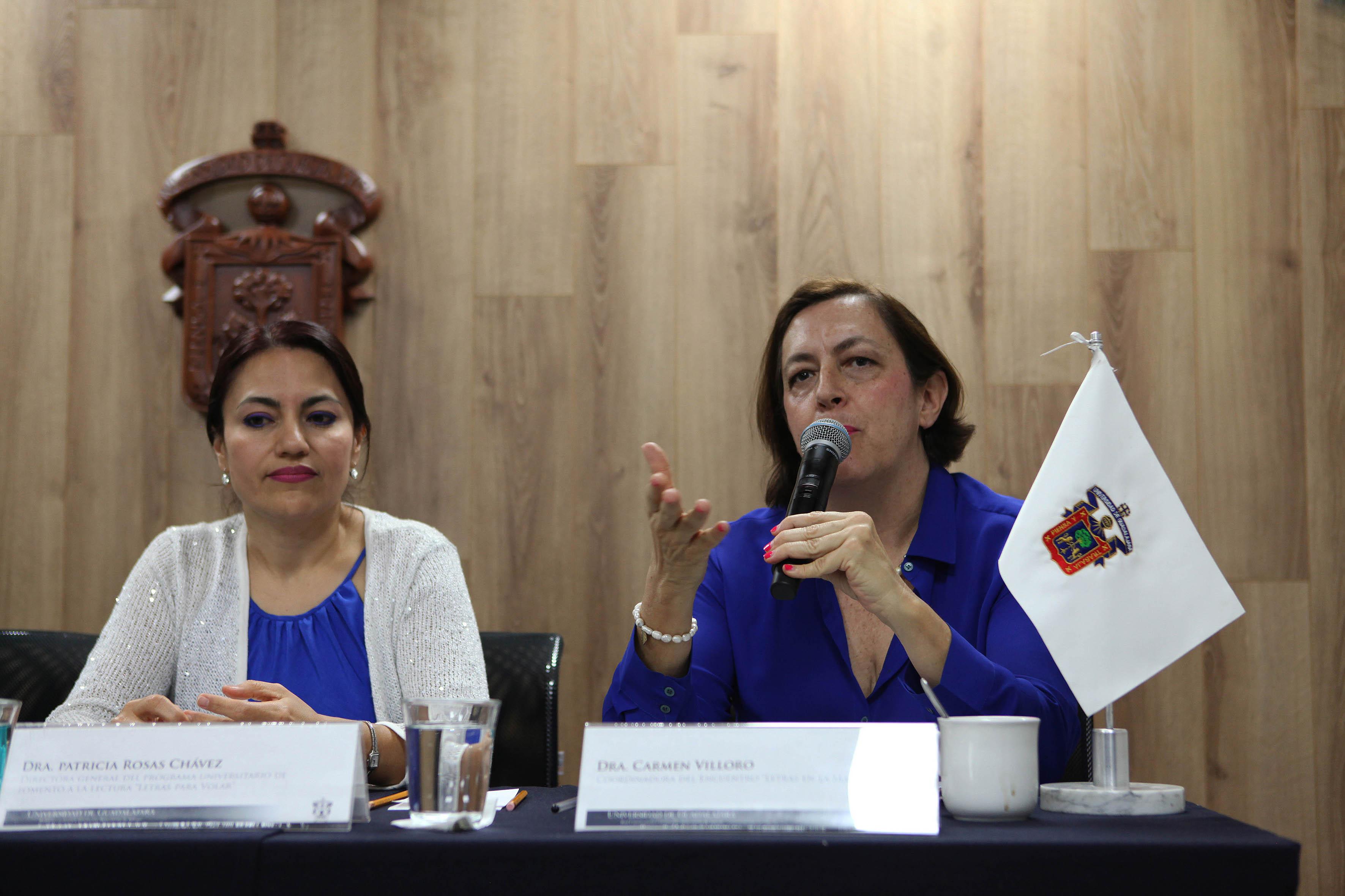 Dra. Carmen Villoro haciendo uso de la palabra en rueda de prena