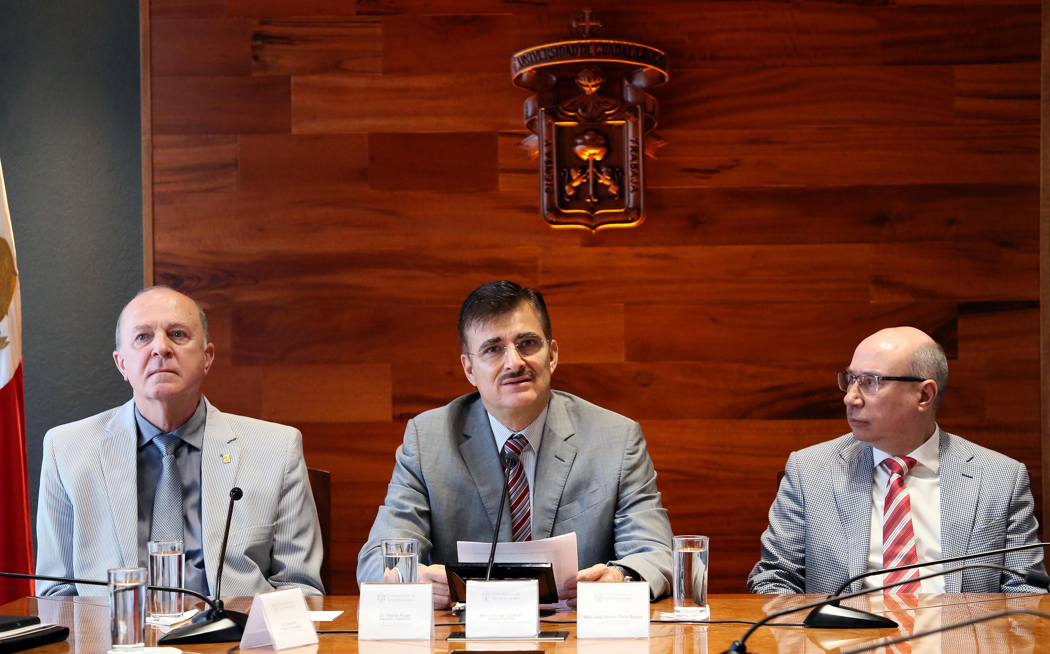 Rector General de la Universidad de Guadalajara, maestro Itzcóatl Tonatiuh Bravo Padilla haicendo uso de la palabra