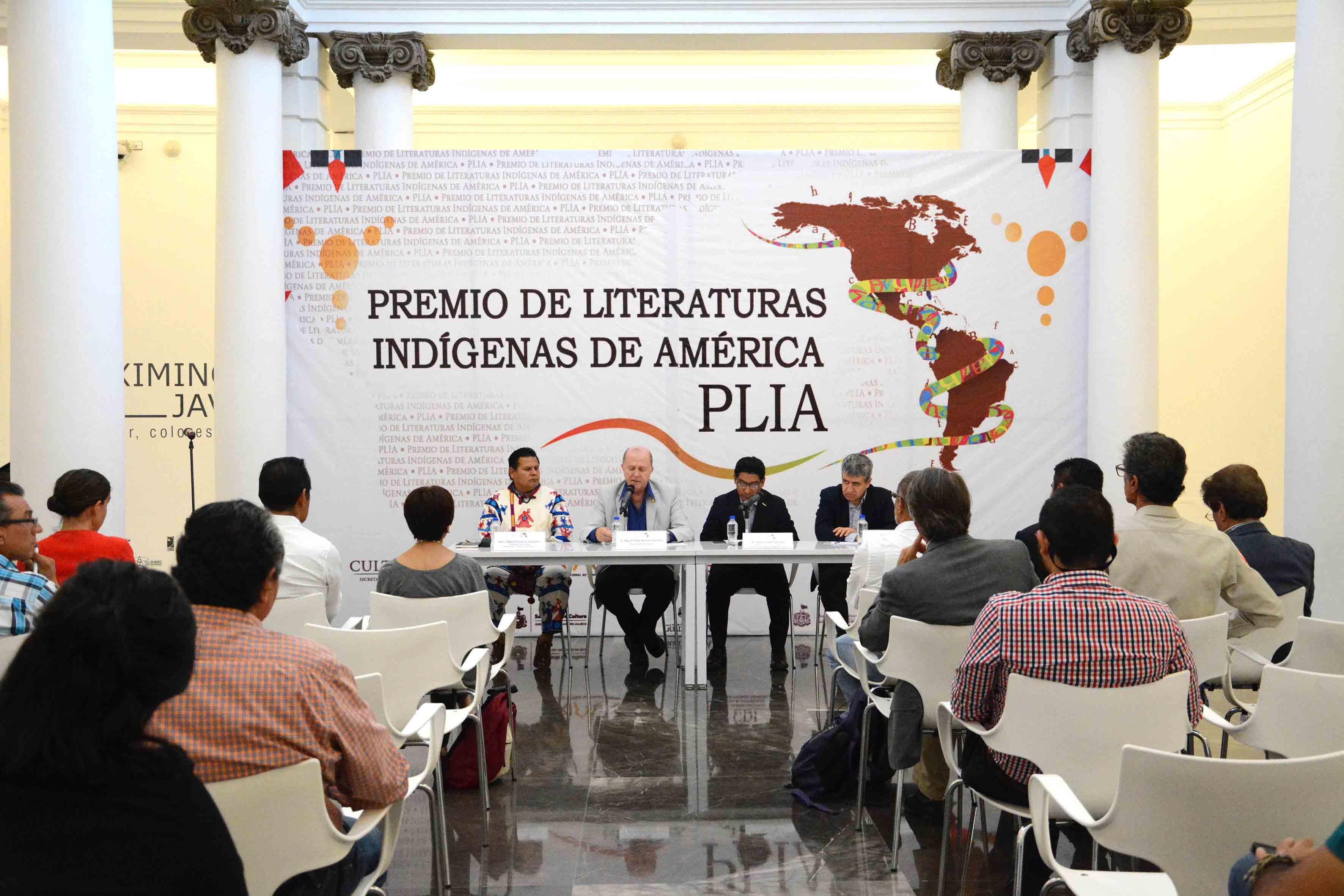 Rueda de prensa llevada a cabo en los pilares del MUSA y  encabezada por el doctor Miguel Ángel Navarro Navarro, Vicerrector Ejecutivo de la UdeG, en representación del Rector General.