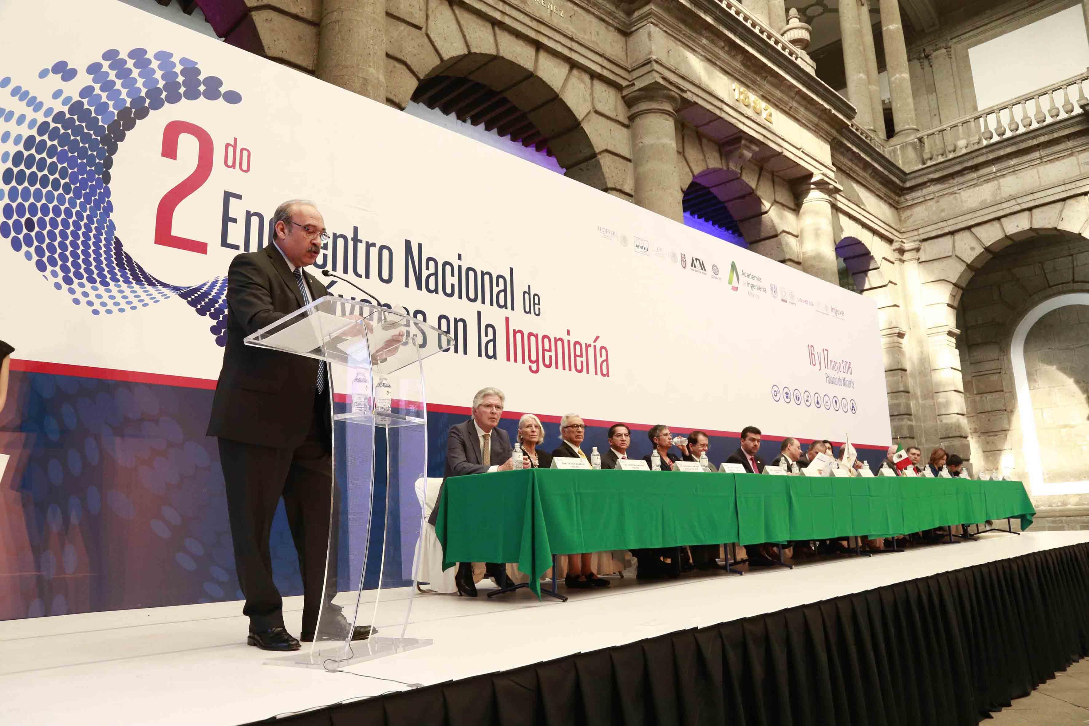Miembros del presidium en el 2do Encuentro de Jóvenes en la Ingeniría
