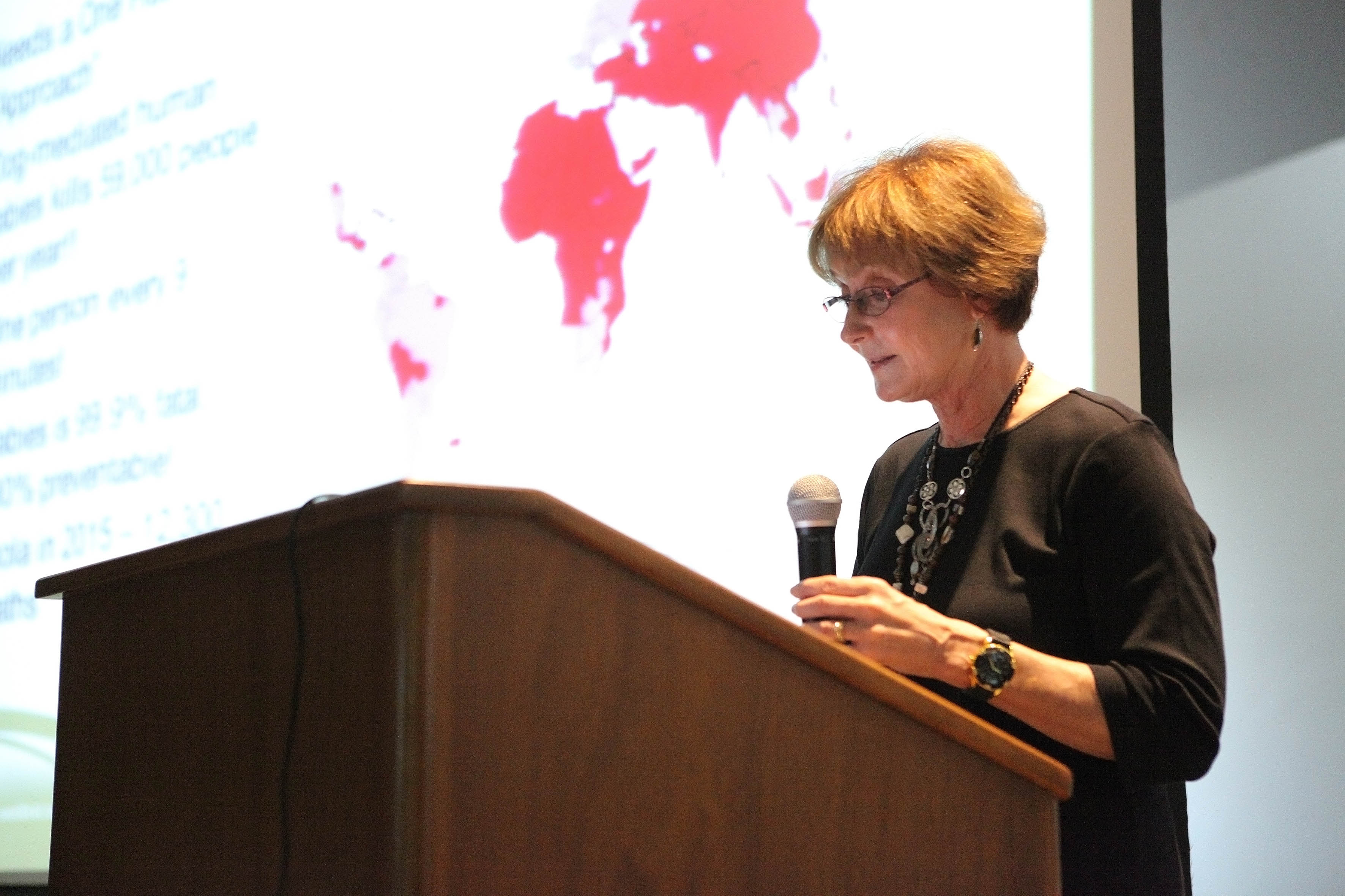 Presidenta de la Asociación Mundial Veterinaria, doctora René Carlson,