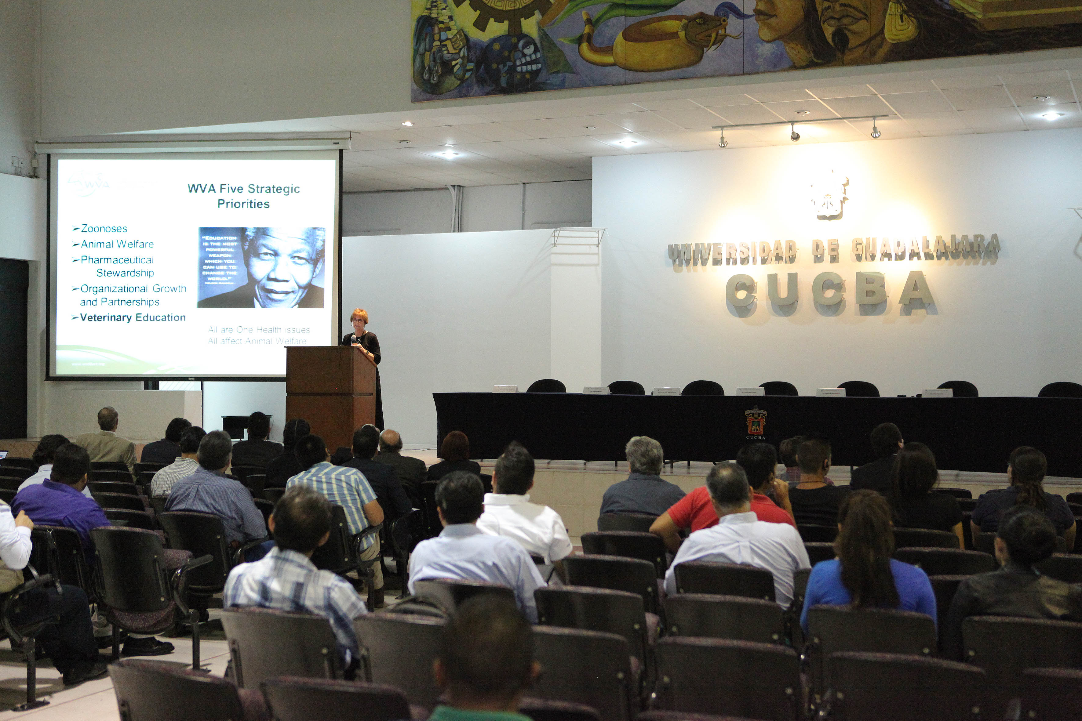 """Conferencia en la Cátedra Cumex """"Doctora Aline Schunemann de Aluja"""" de Medicina Veterinaria y Zootecnia,"""