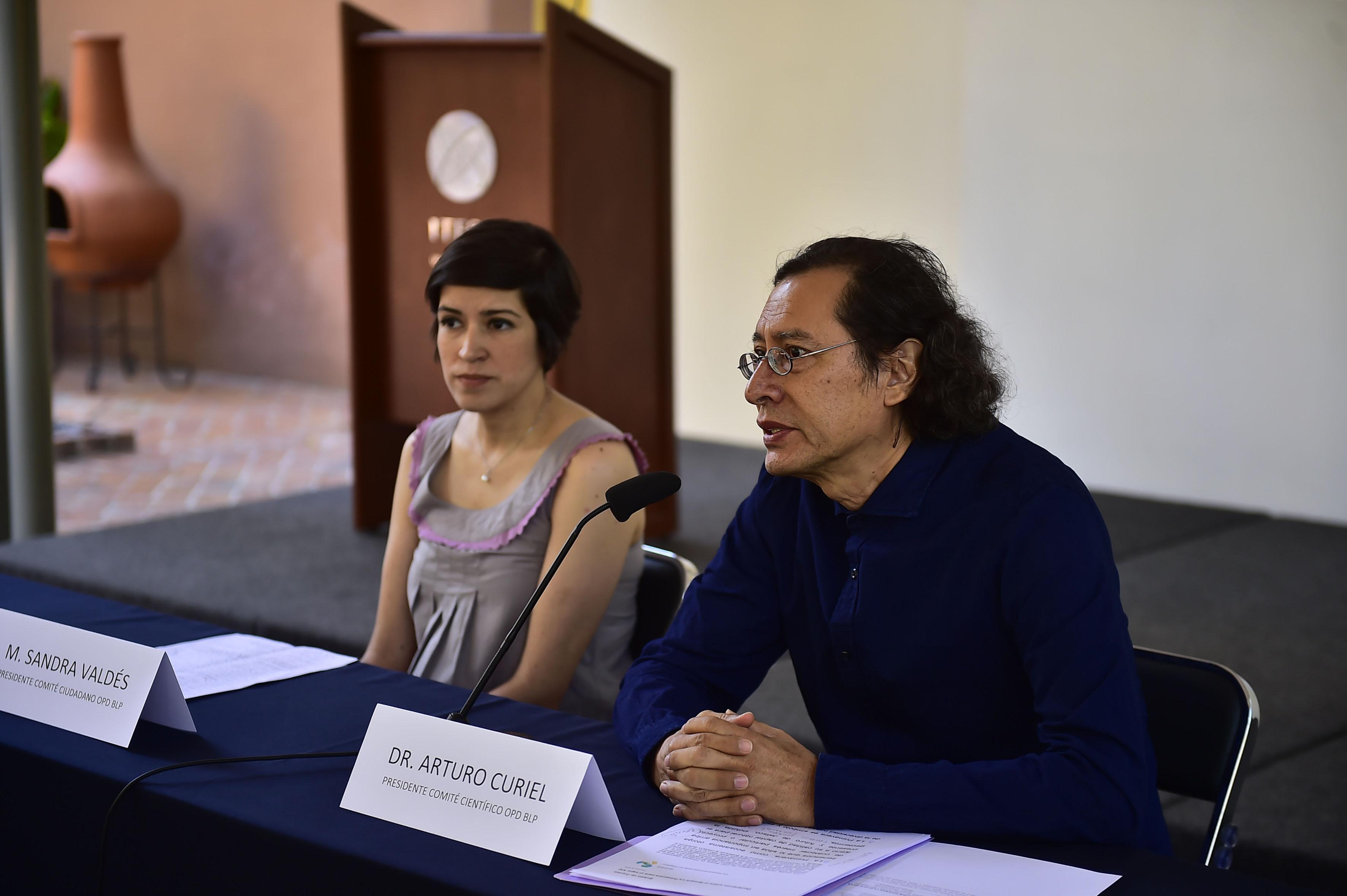 Investigador del Centro Universitario de Ciencias Biológicas y Agropecuarias (CUCBA) de la UdeG, doctor Arturo Curiel Ballesteros.haciendo uso de la palabra
