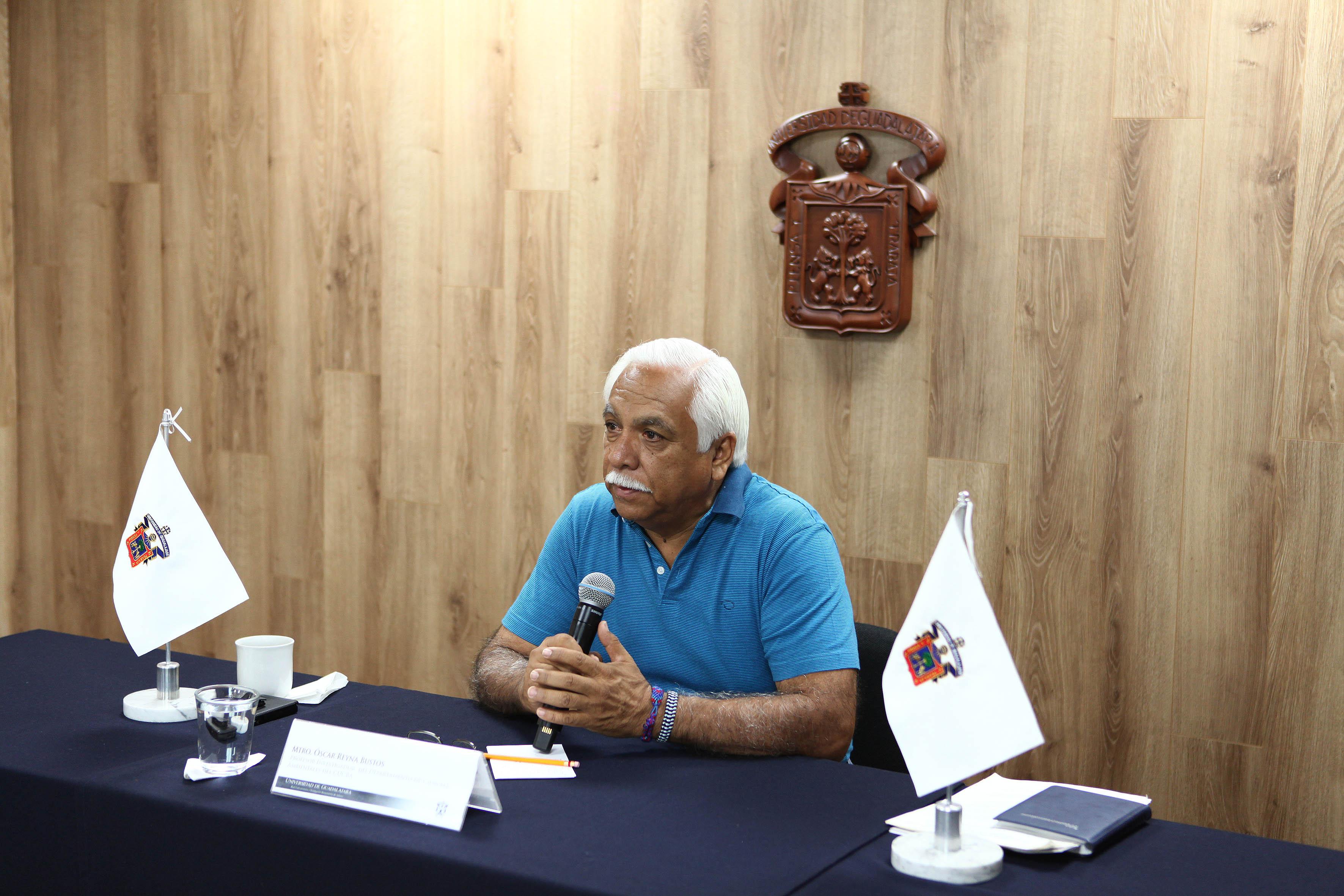 Dr. Óscar Francisco Reyna Bustos participando en rueda de prensa en el marco del Día mundial del medio ambiente