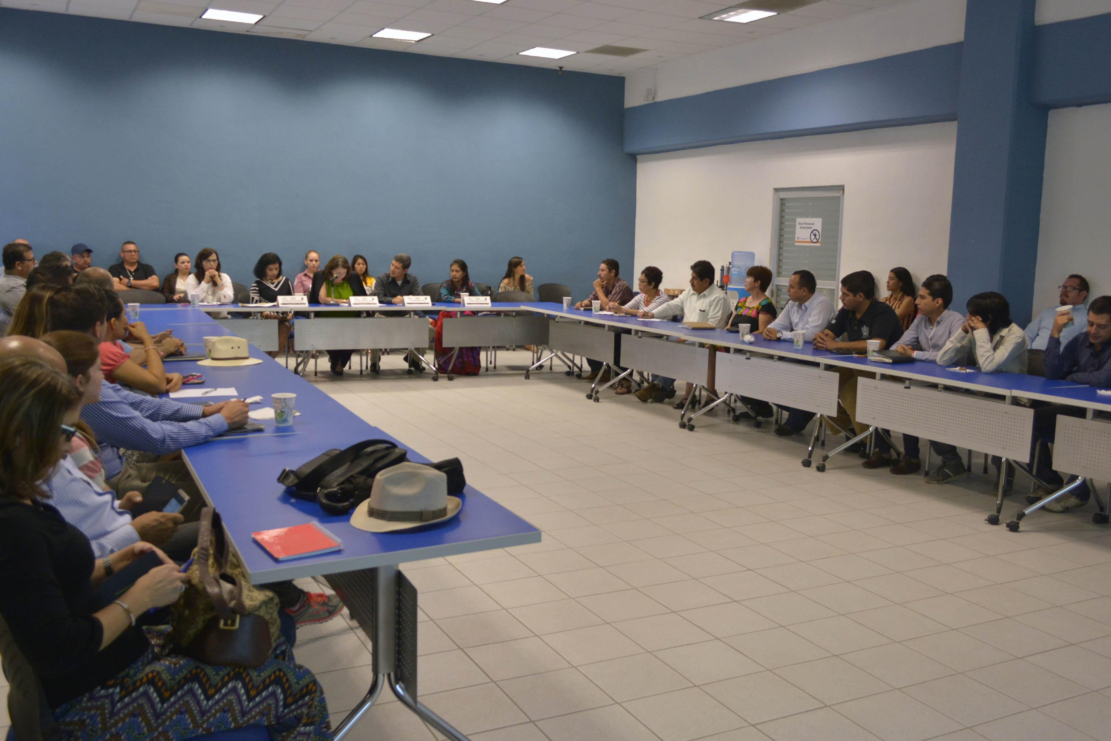 """Público asistente al seminario, de """"Derechos y Cultura Indígena"""""""