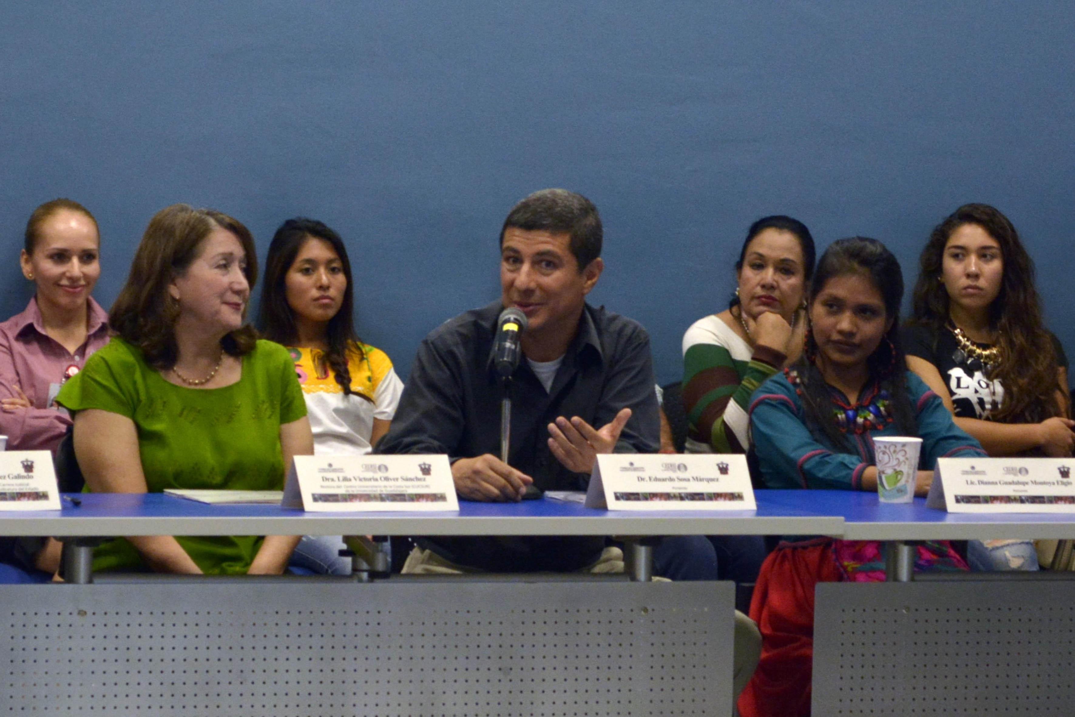 Doctor Eduardo Sosa Márquez, coordinador de oficinas regionales de la CEDHJ, haciendo uso de la palabra